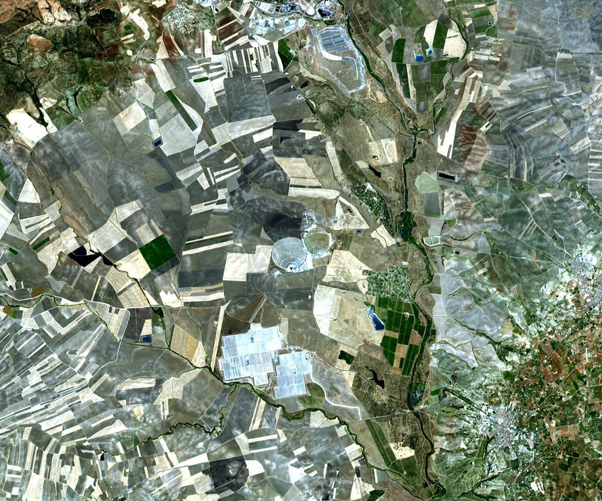 World's largest solar power tower outside Seville 2009