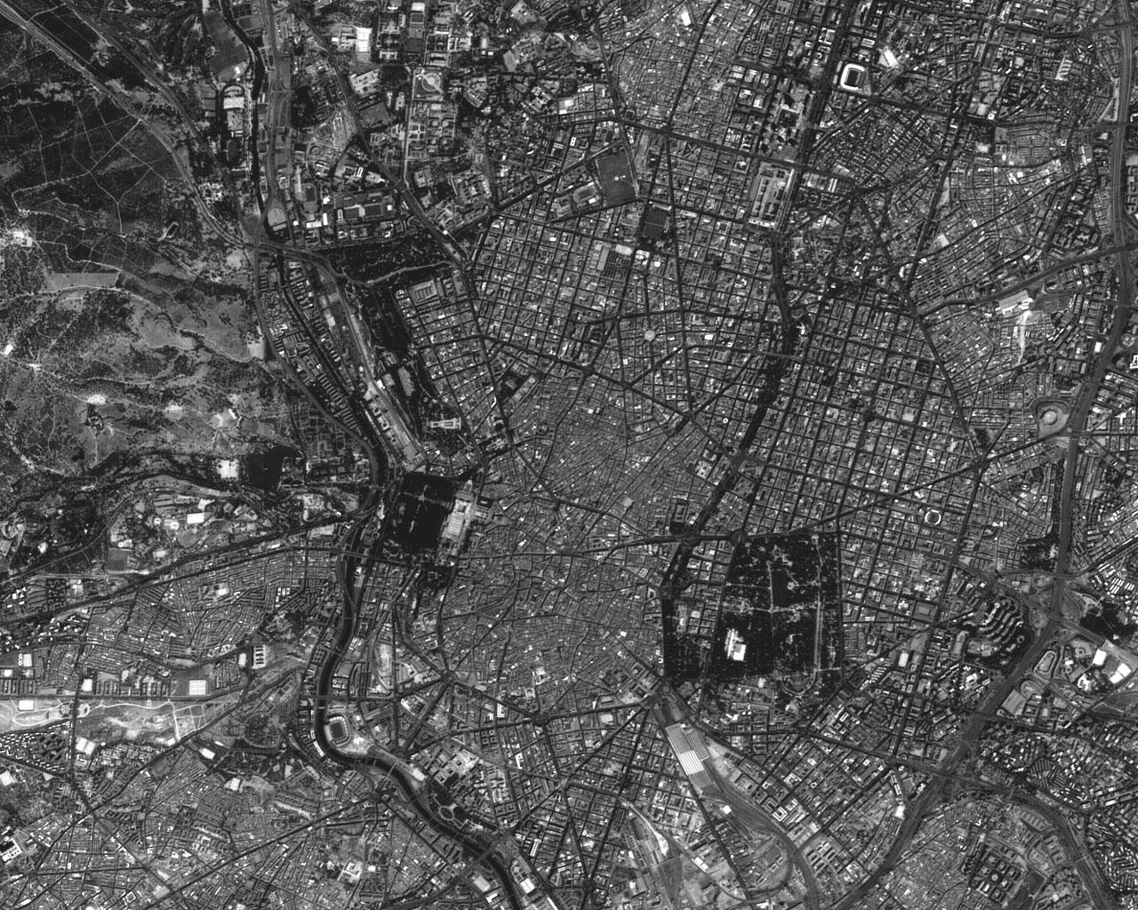 Satellite image of downtown Madrid 2001