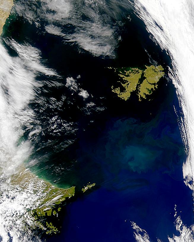 Bajo resplandores alrededor de las Islas Malvinas