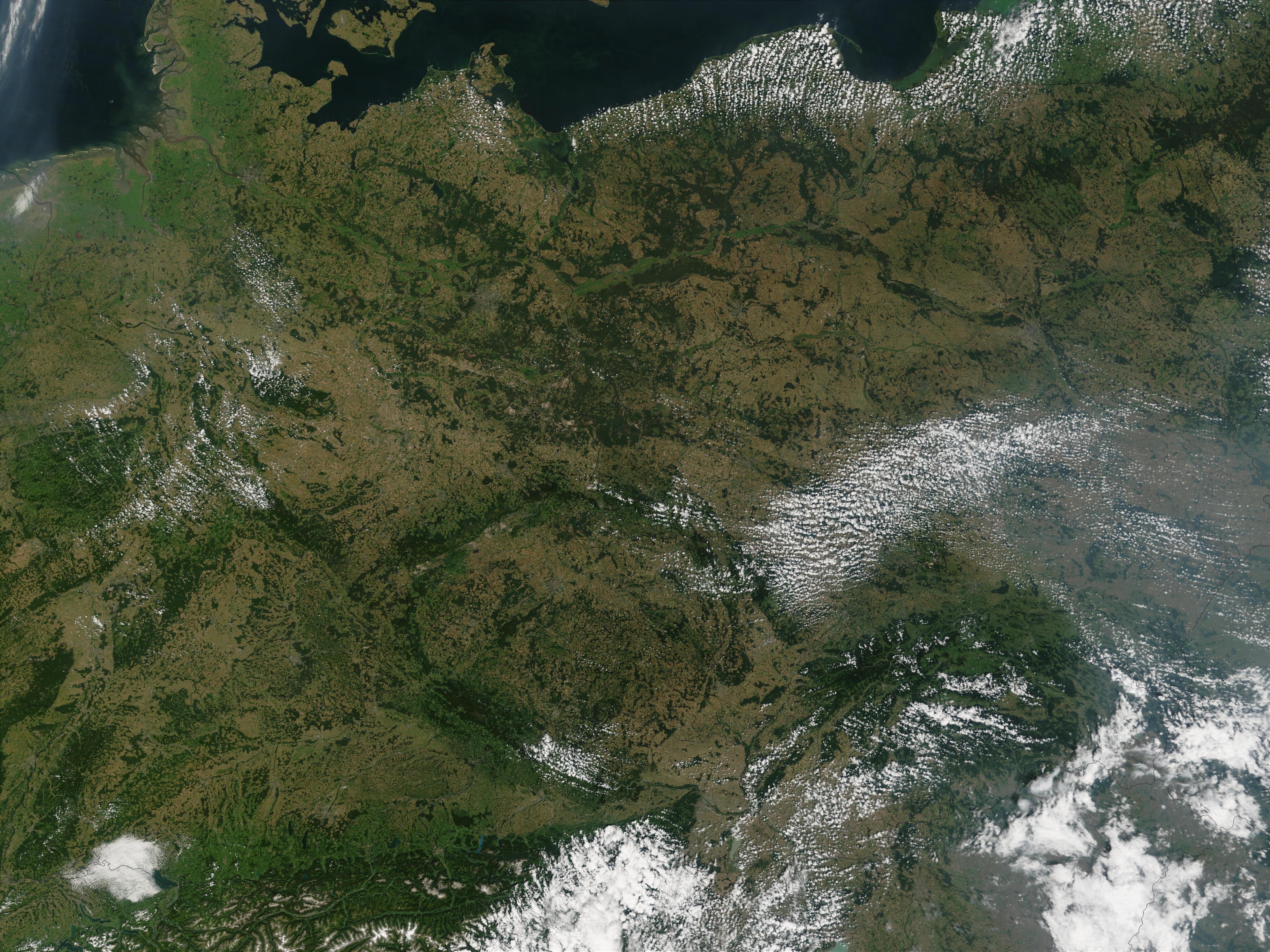 El río Elba (antes de las inundaciones), Alemania