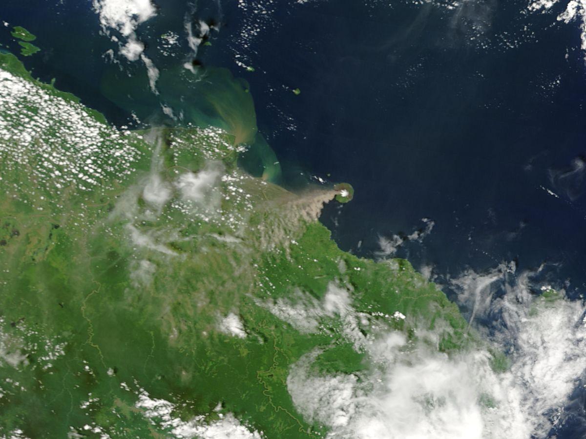 Erupción de volcán Manam, Papúa Nueva Guinea