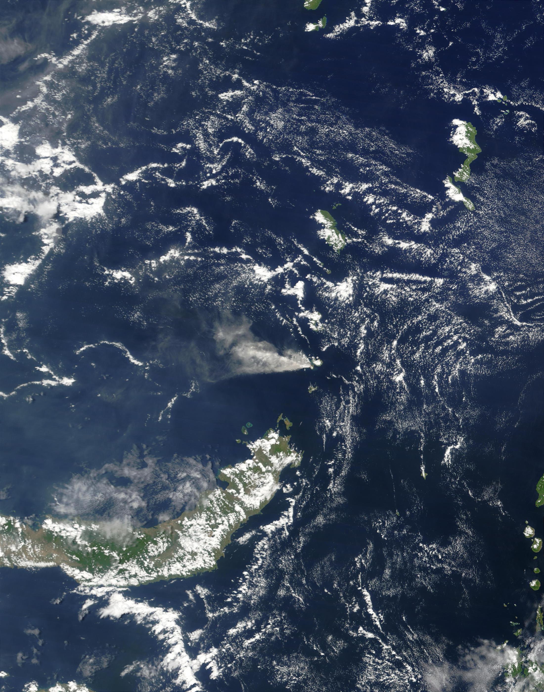 Erupción del volcán Ruang, Indonesia