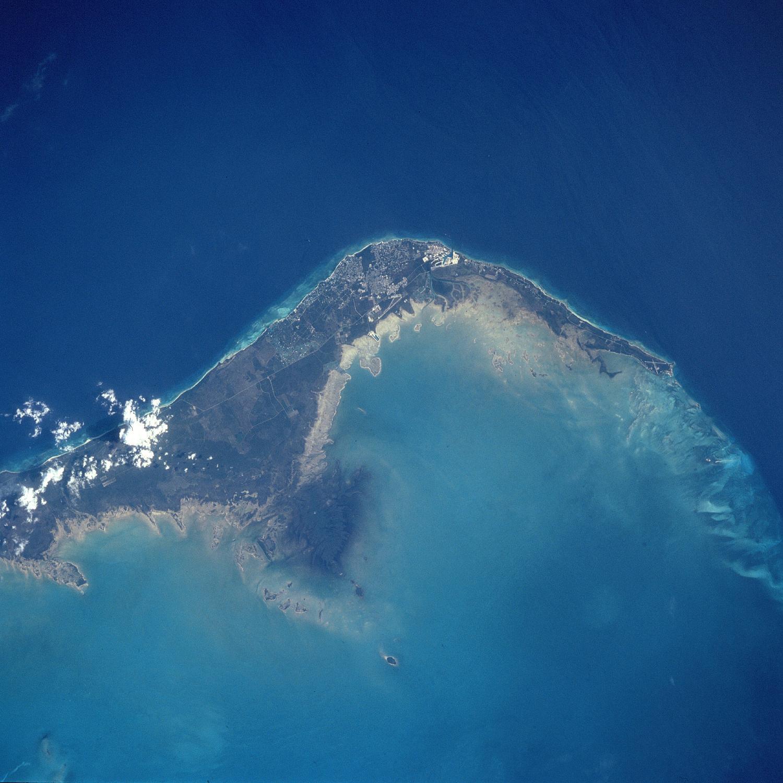 Foto, Imagen Satélite de la Isla Gran Bahama, Freeport y Lucaya, Bahamas