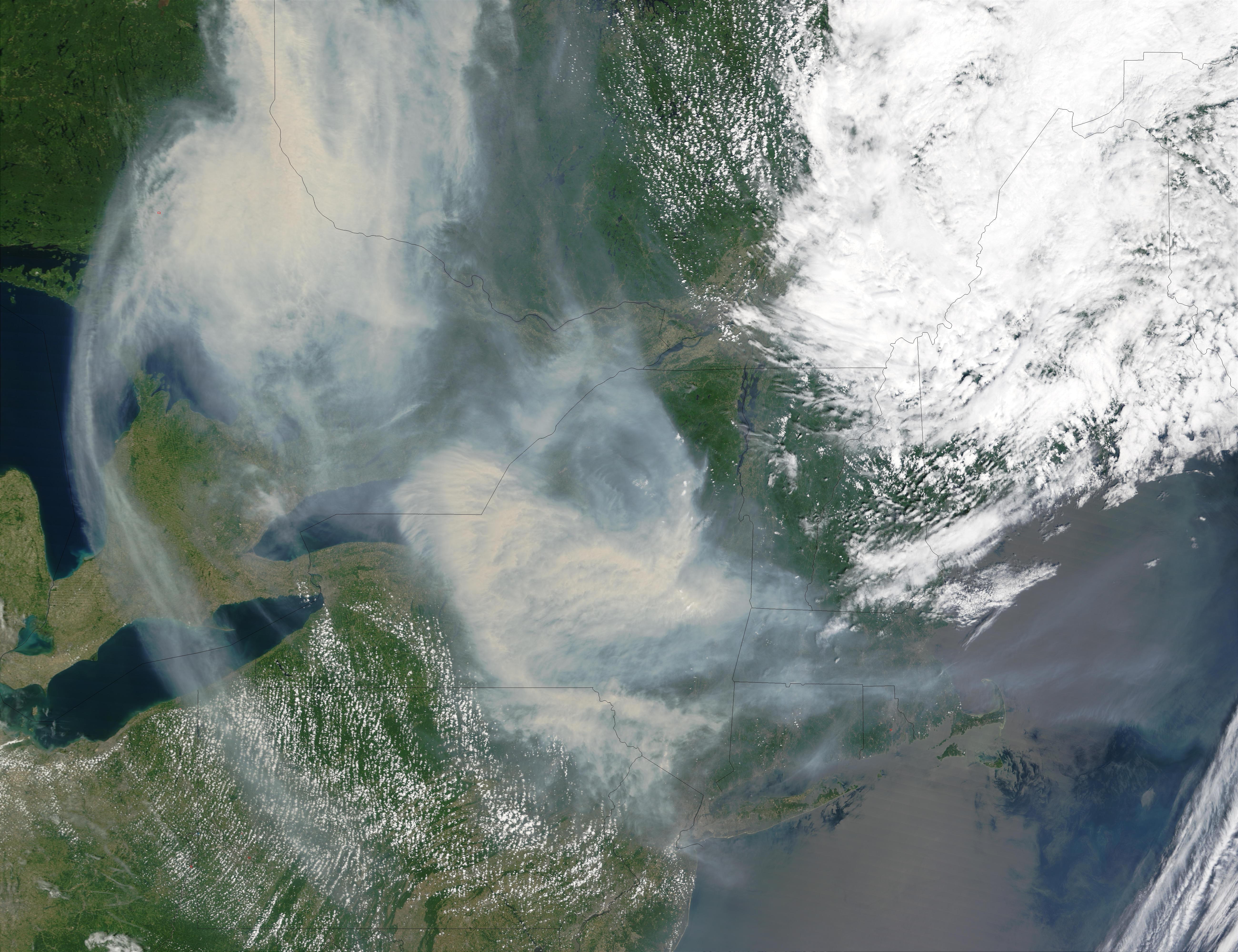 Humo de los incendios en Quebec transportado encima de los Grandes Lagos y del noreste de Estados Unidos