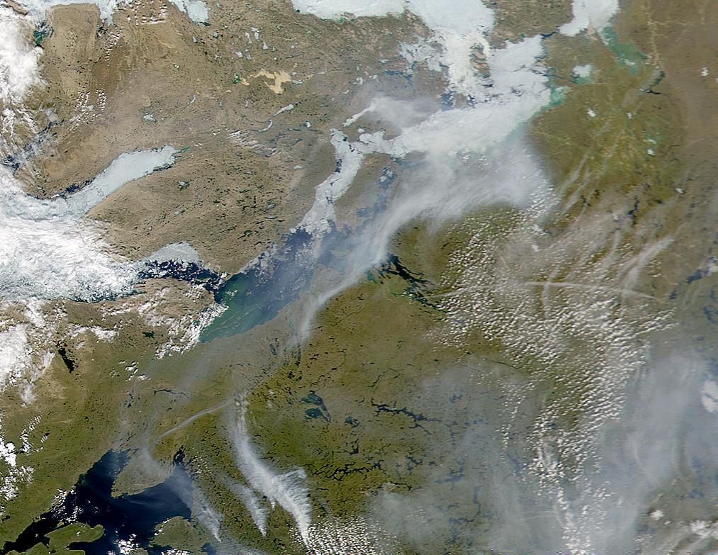Humo en Nunavut, Territorios del Noroeste