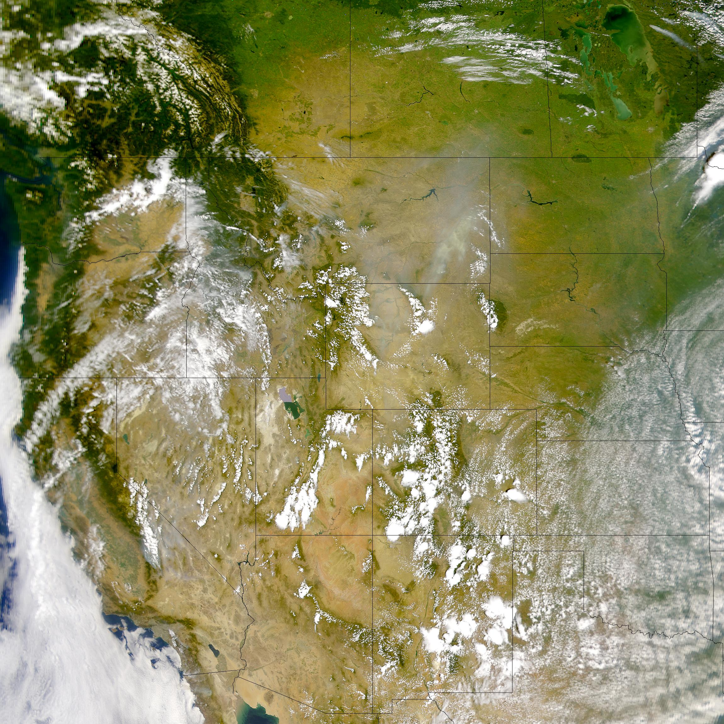 Humo encima de Montana y Wyoming