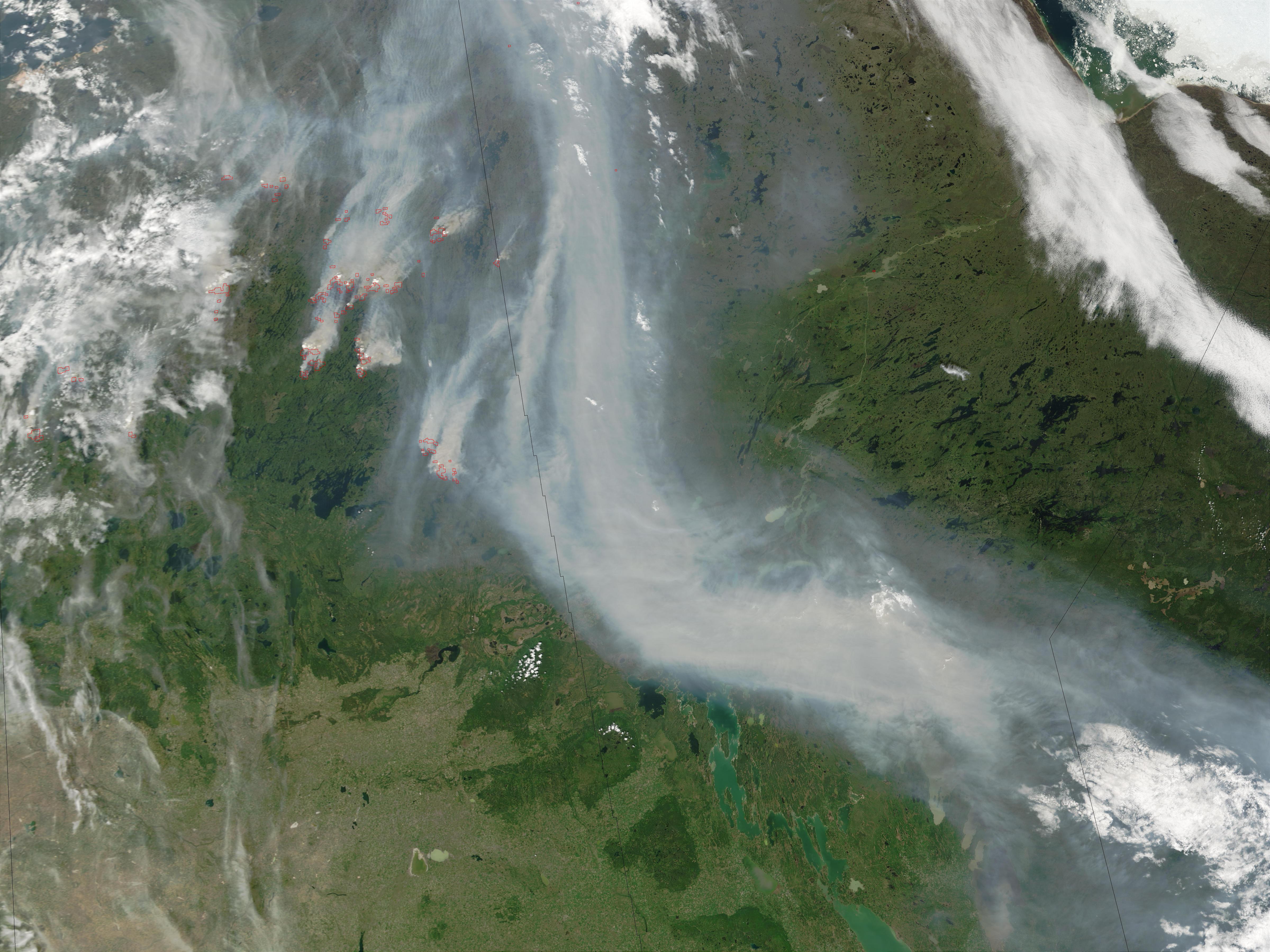 Incendio forestal y humo en Saskatchewan y Manitoba, Canadá
