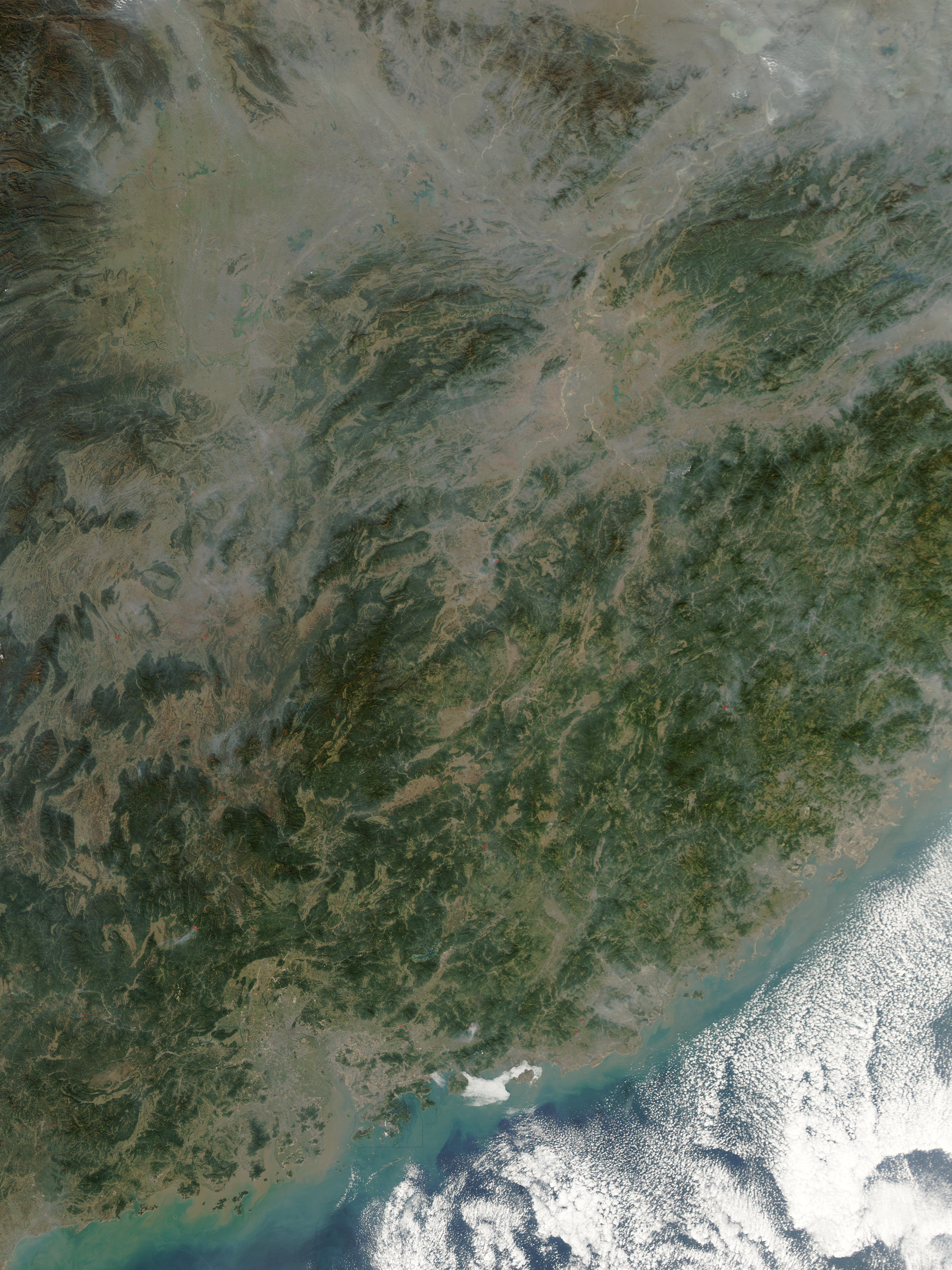 Incendios y calima en China suroriental