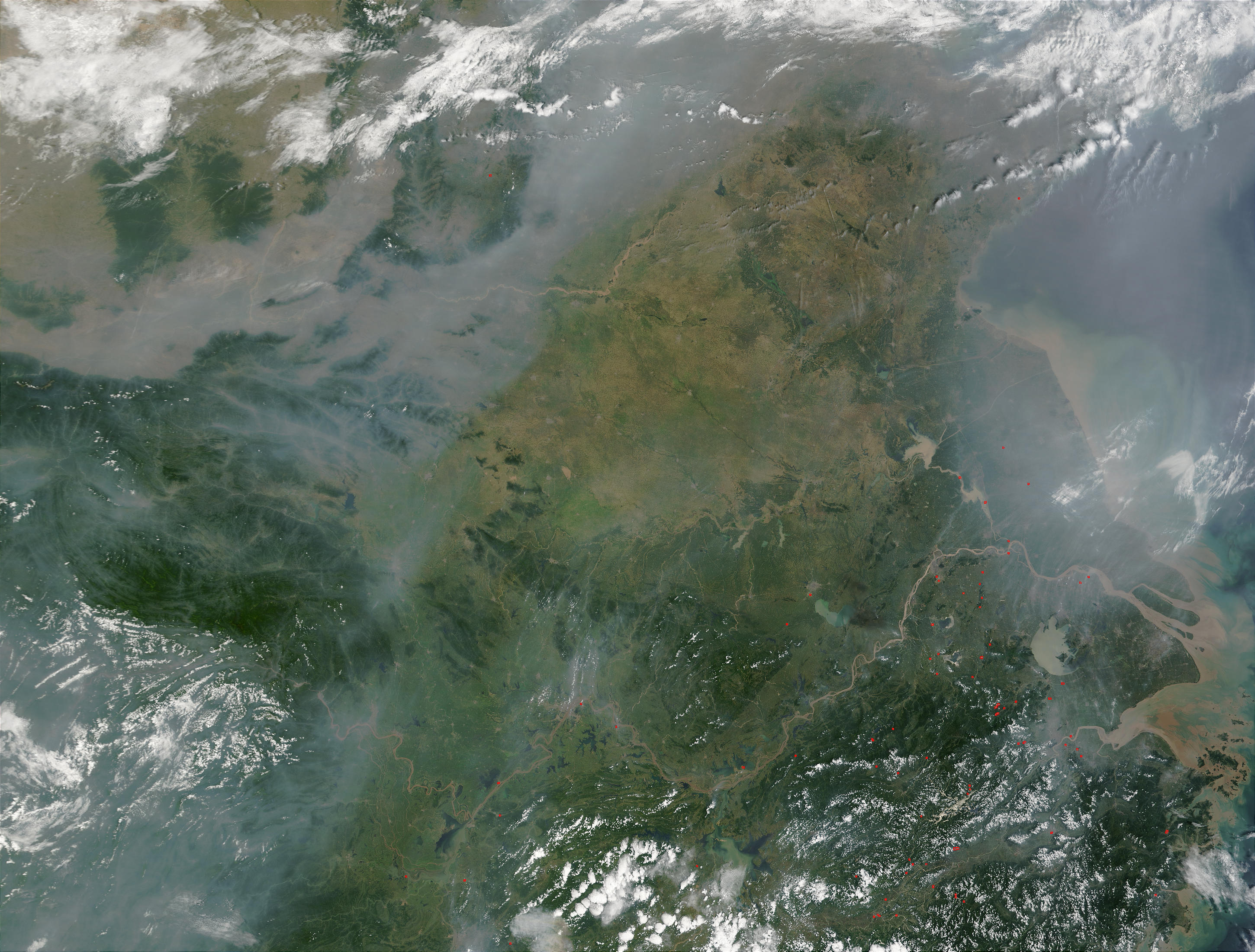 Incendios y humo en China oriental