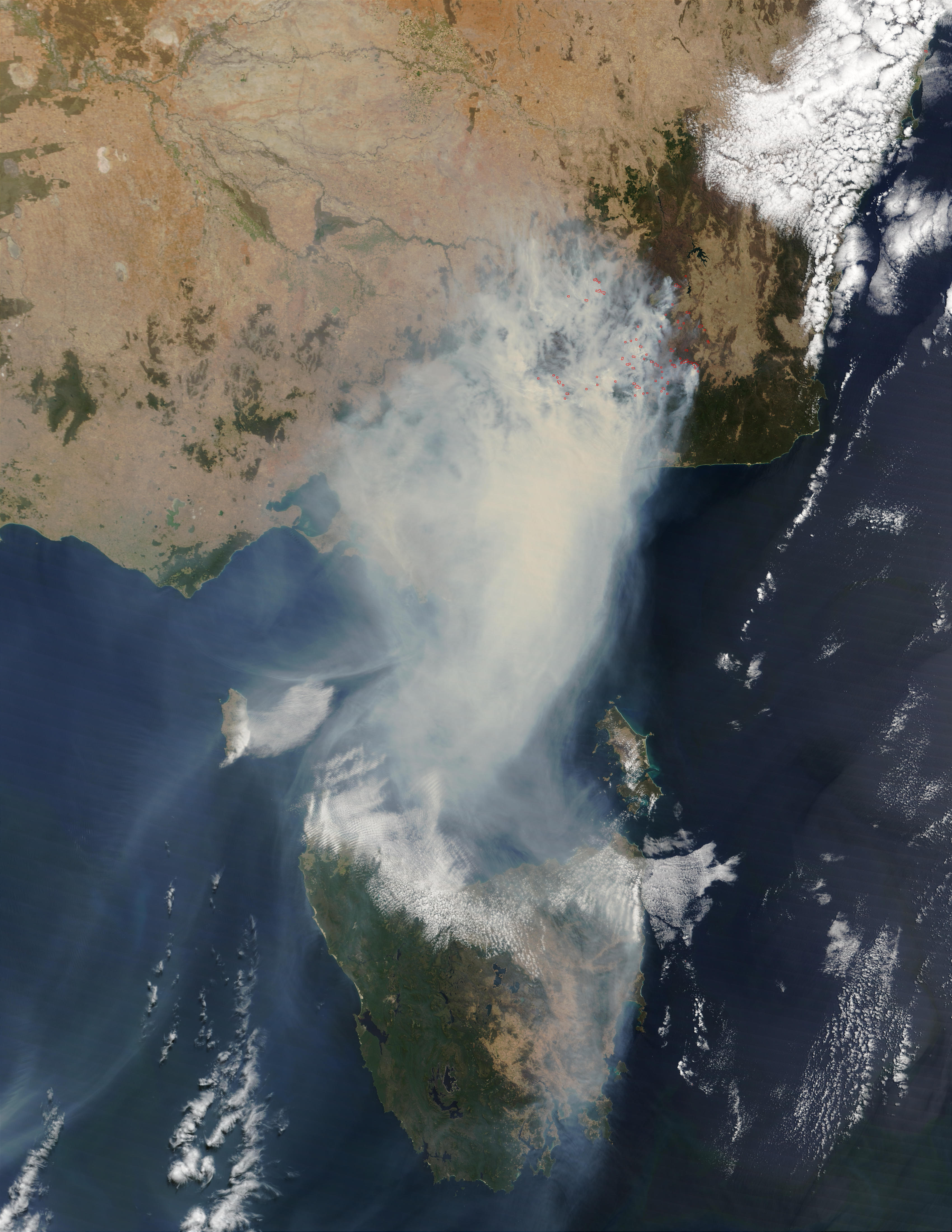 Fires and smoke in Southeast Australia (morning overpass)