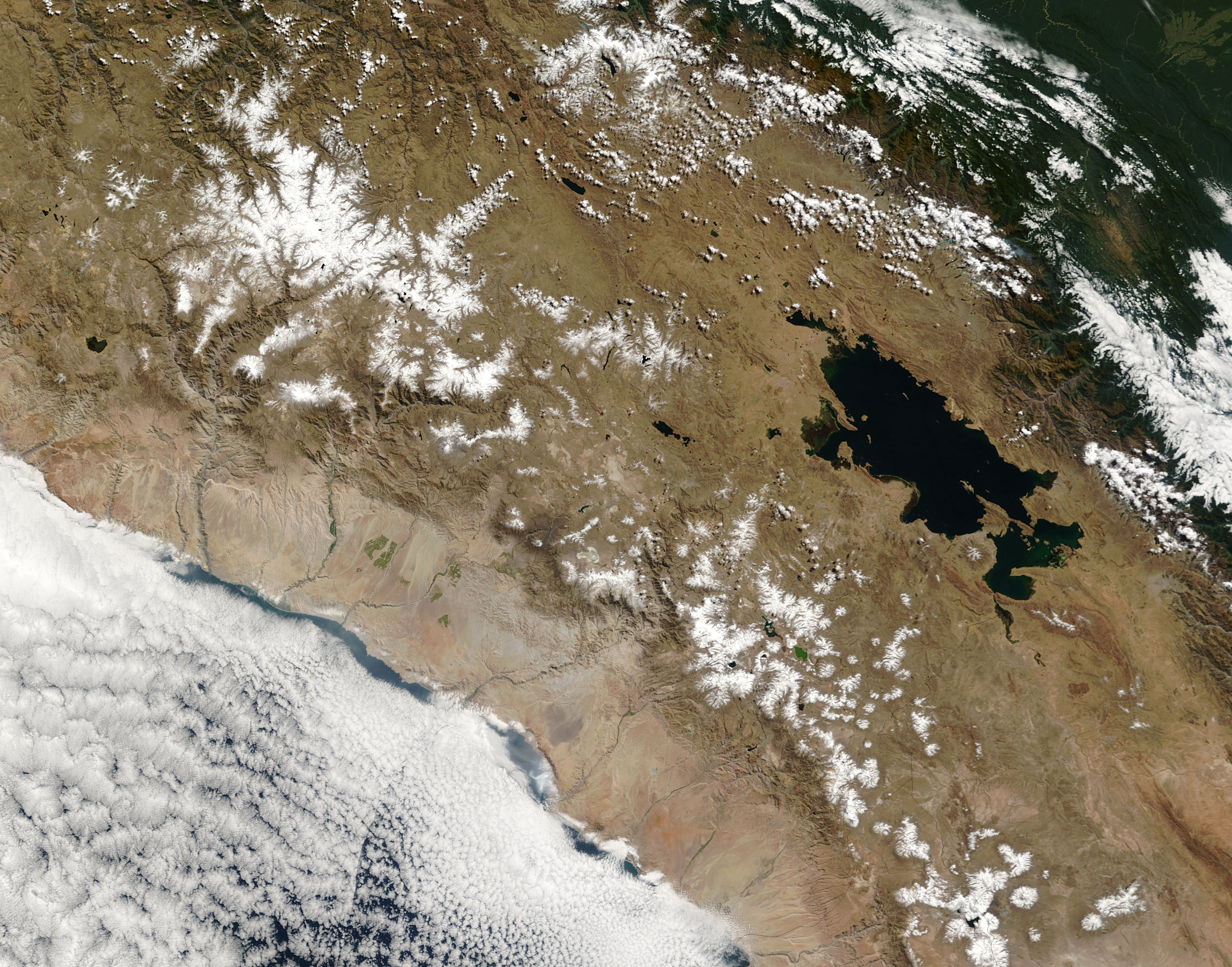 Snow across Peru summits