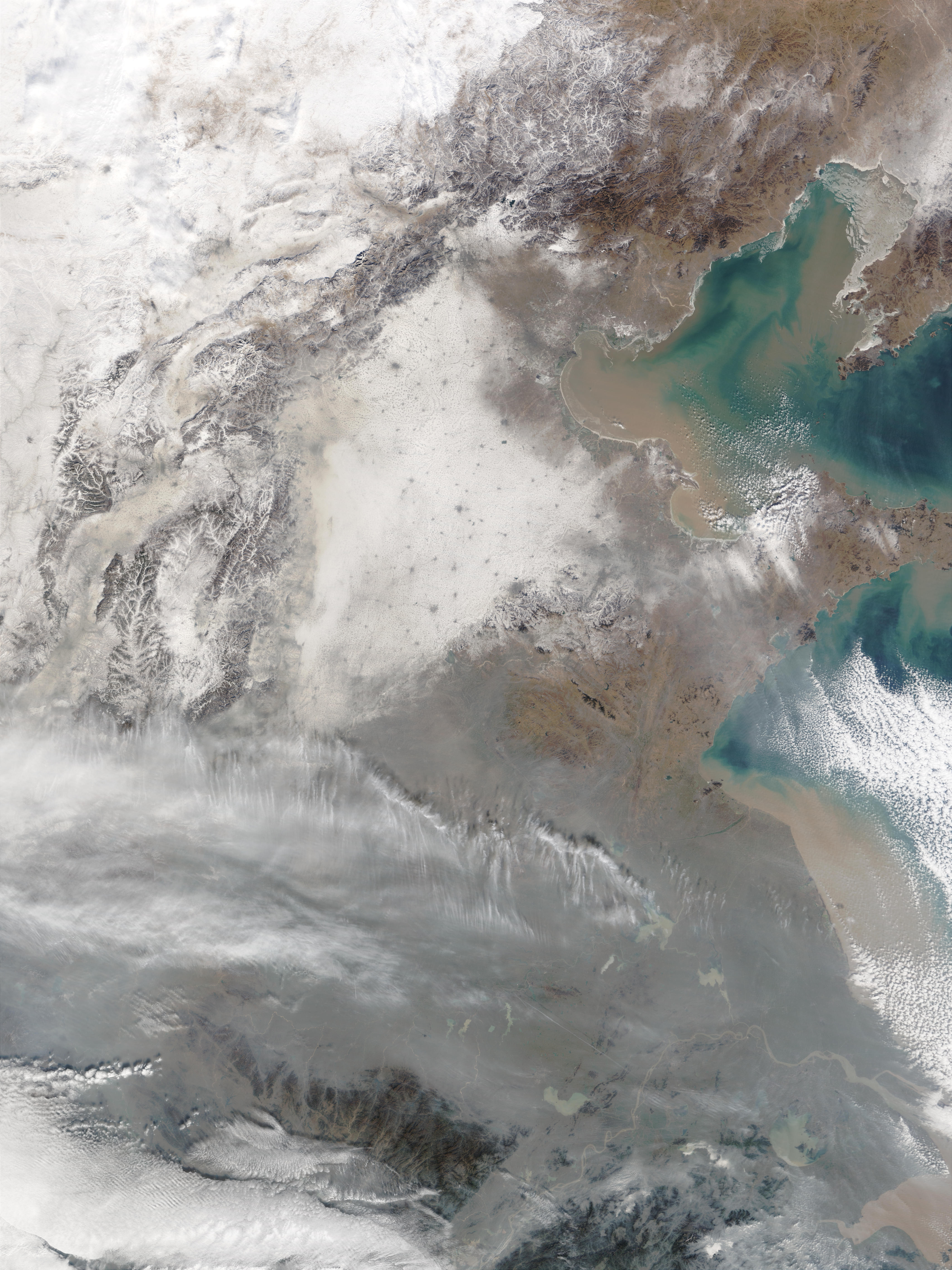 Snow and pollution in Eastern China