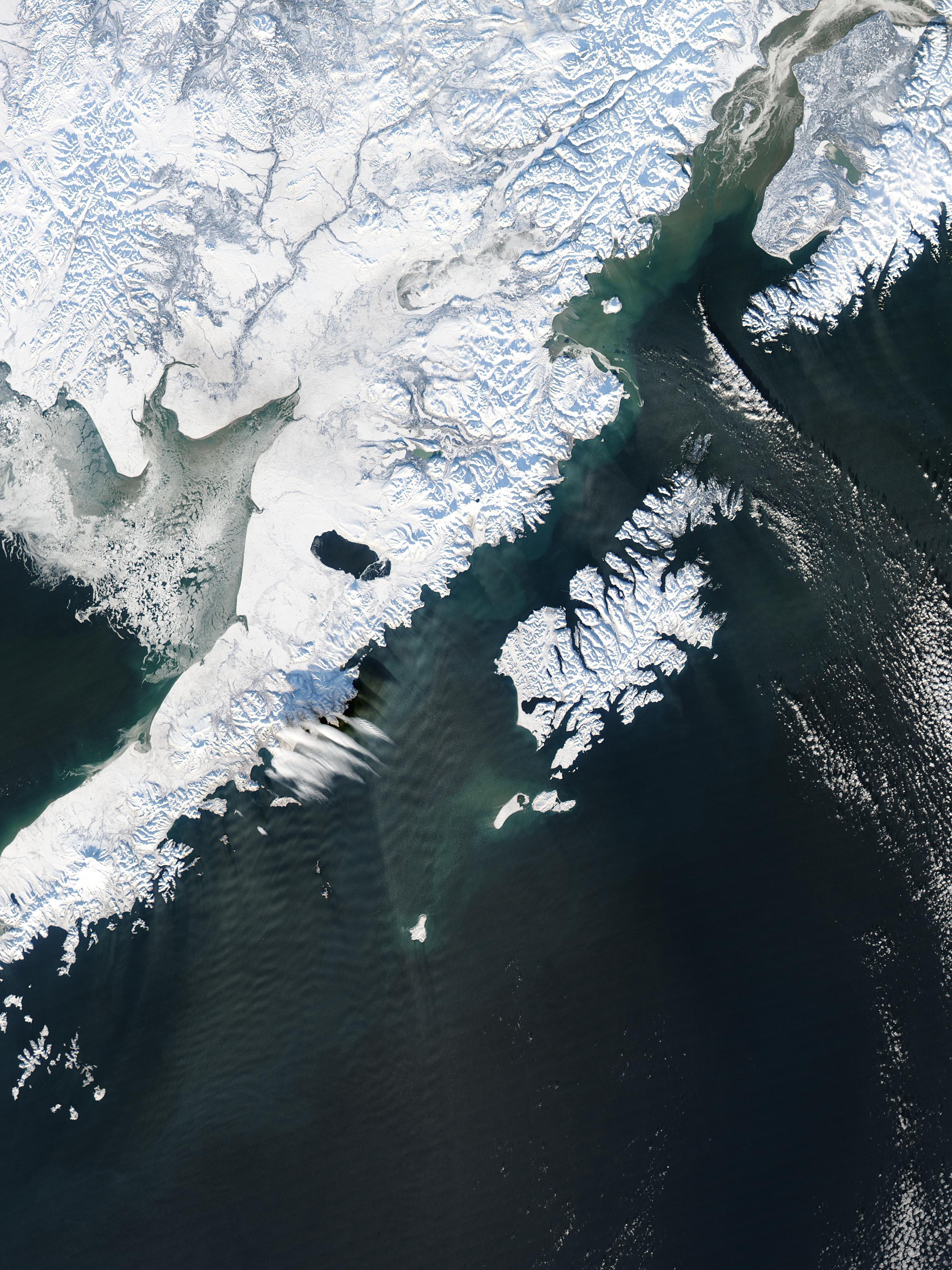 Olas de gravedad a través de una serpentina de nieve cerca de Alaska