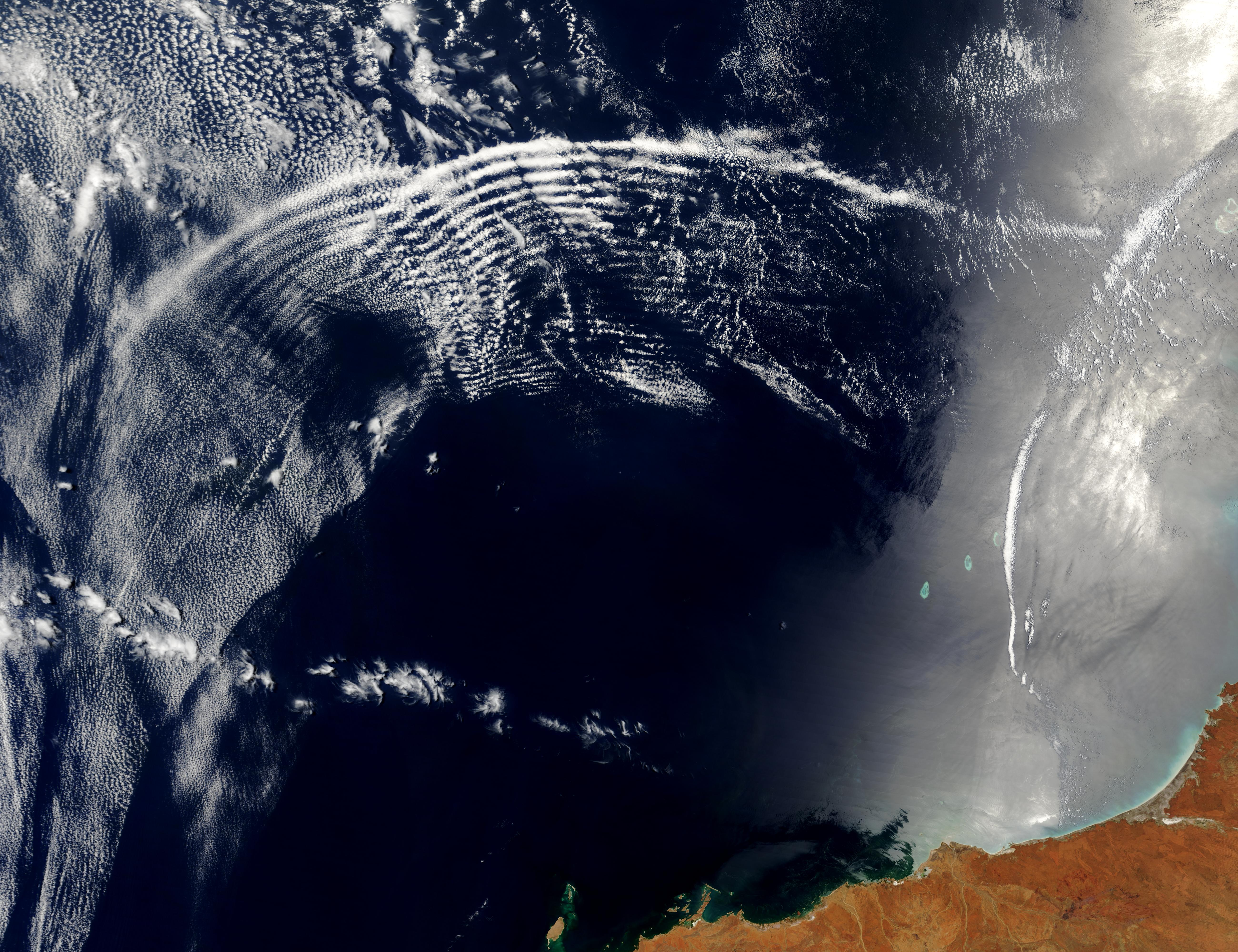 Atmospheric gravity waves and internal waves off Australia