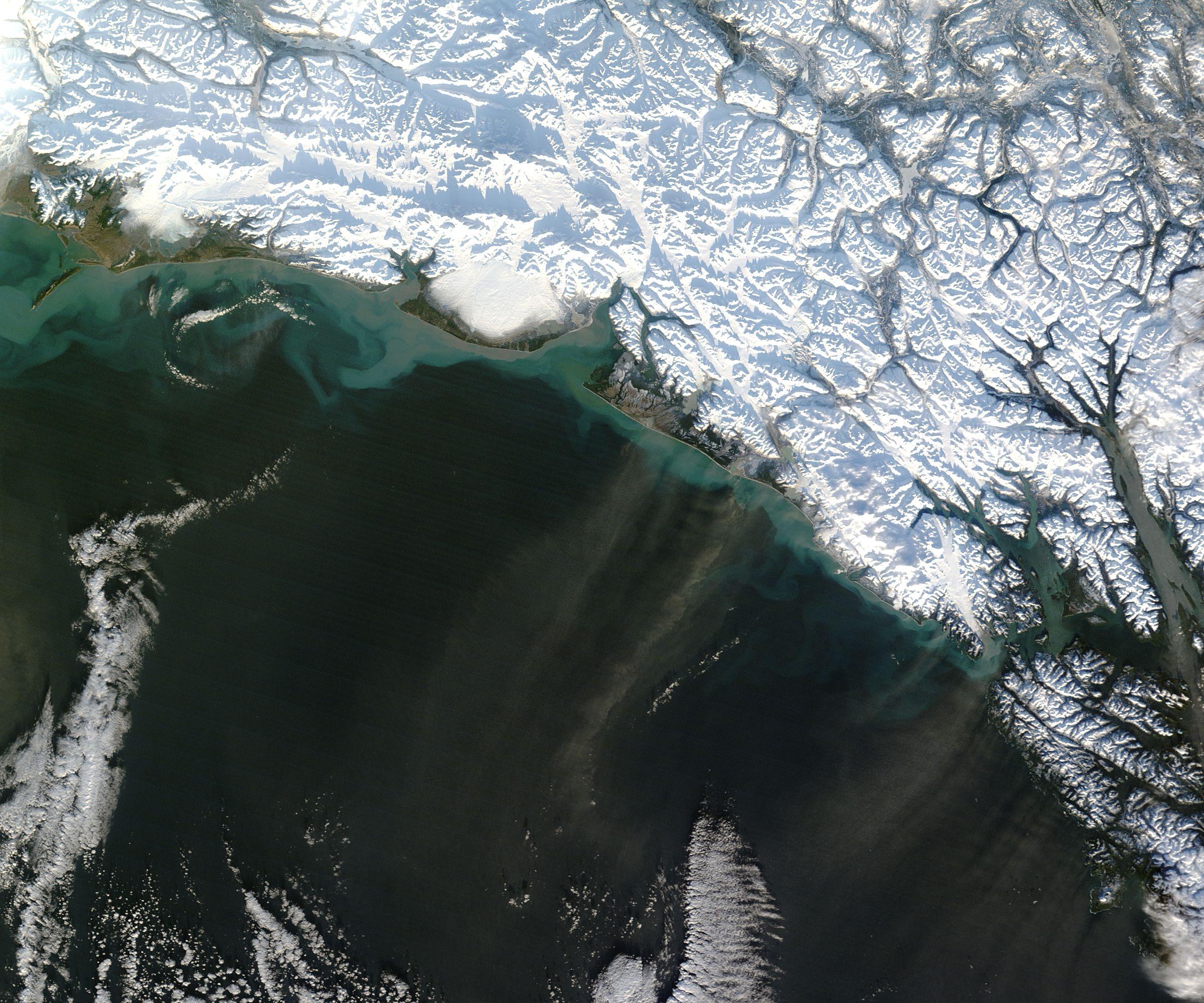 Penachos de polvorada cerca de Alaska