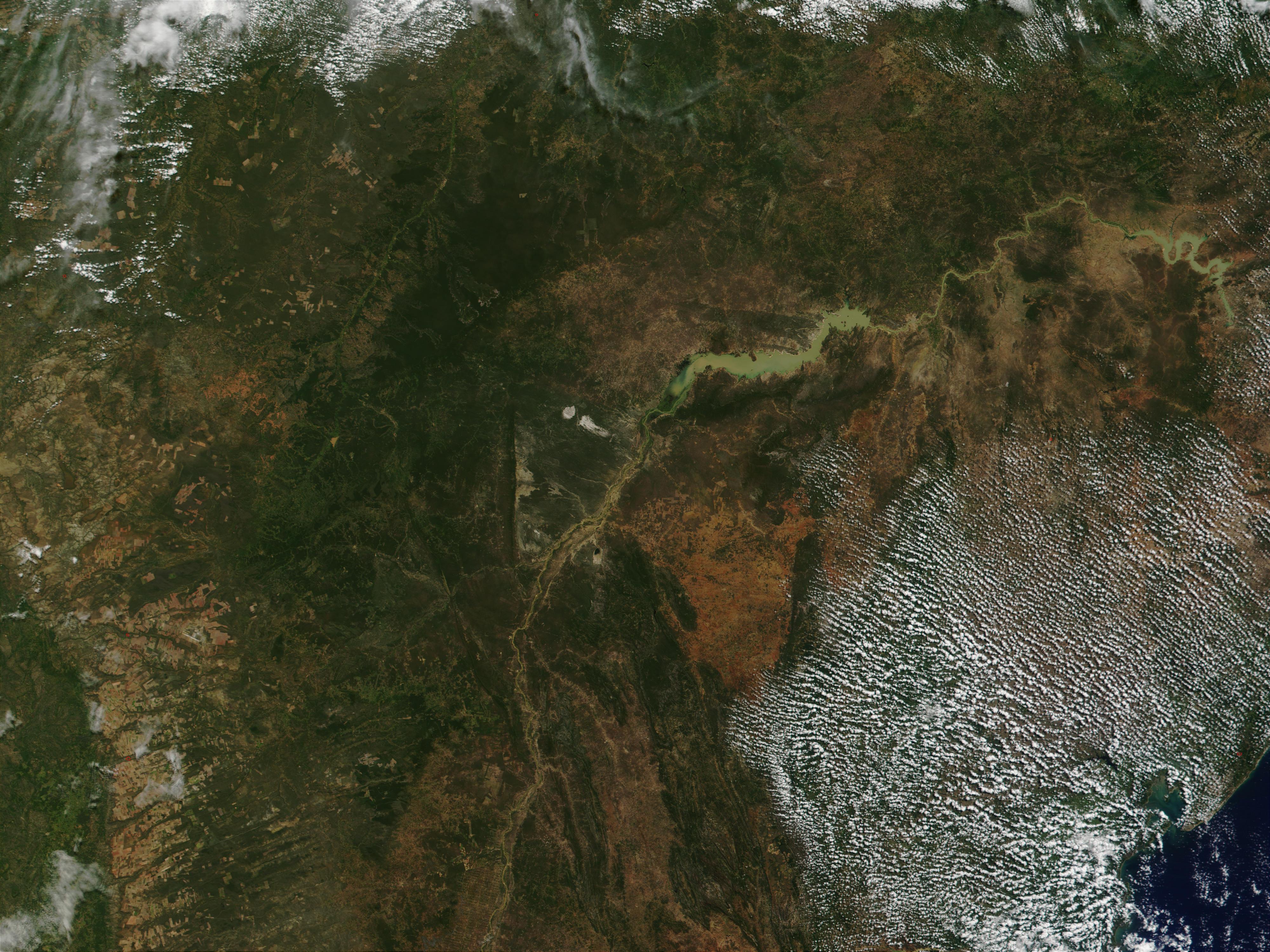 Río São Francisco y lago artificial de Sobradinho, Brasil