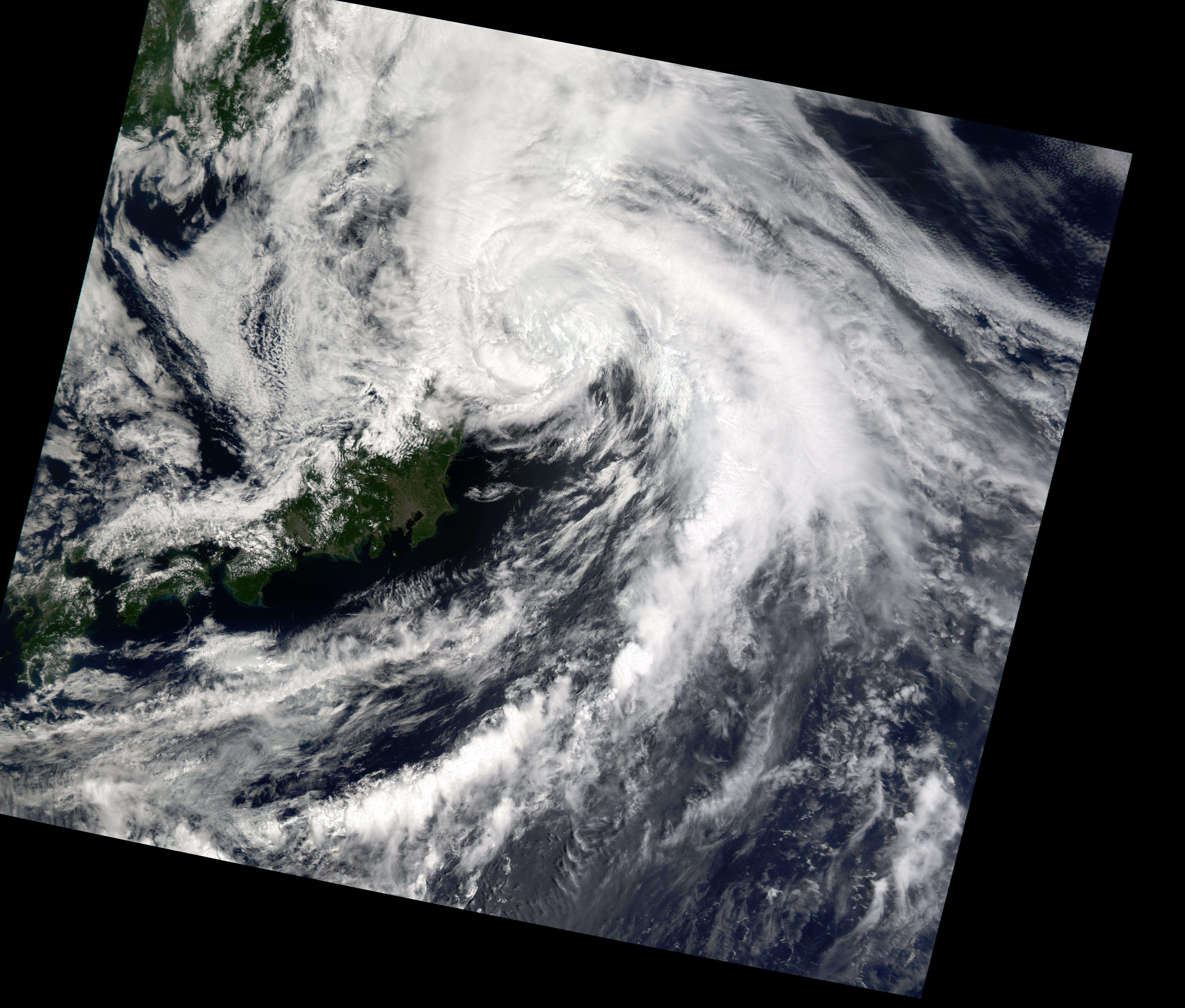Tifón Chataan cerca de Japón