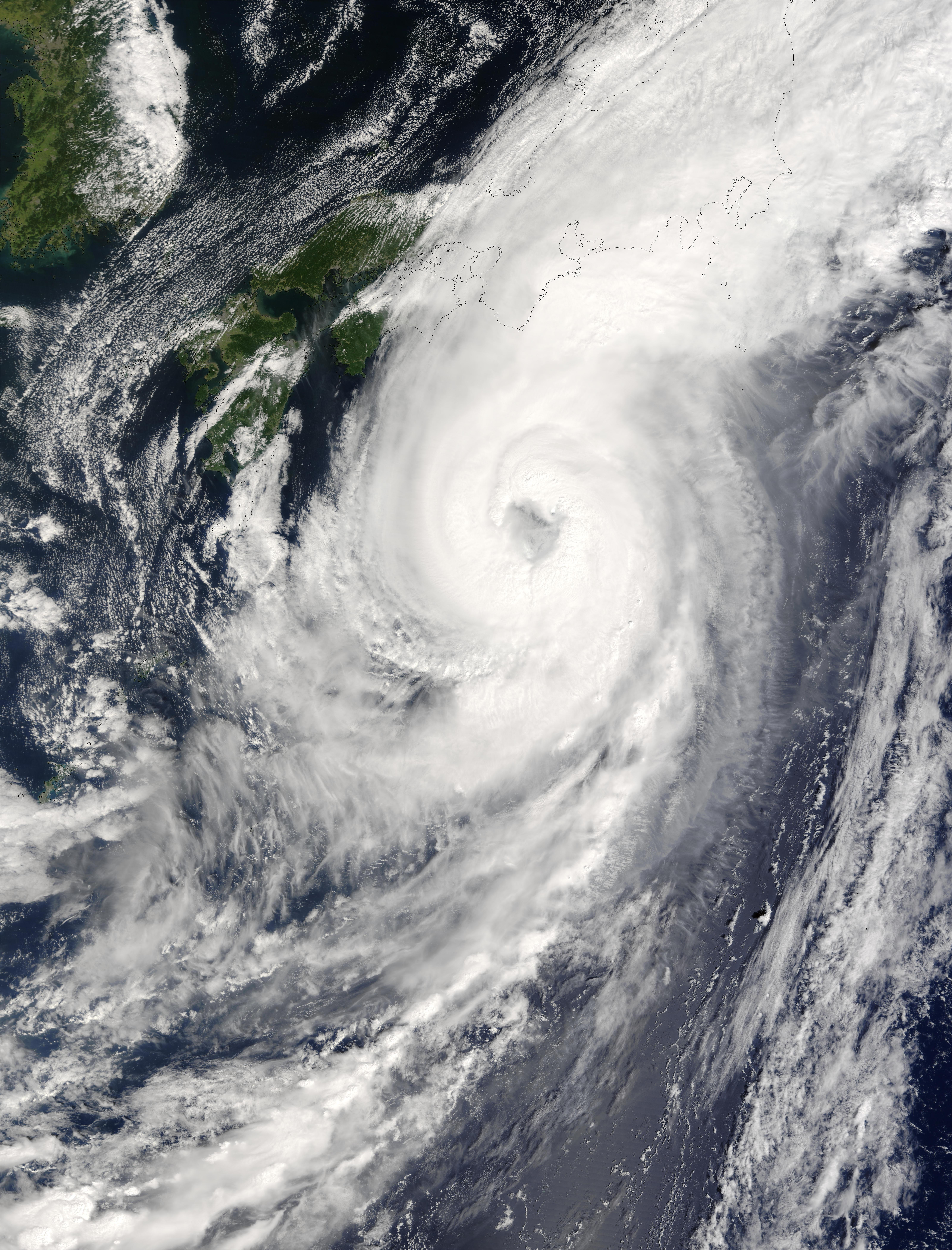 Tifón Choi-Wan acercando de Japón