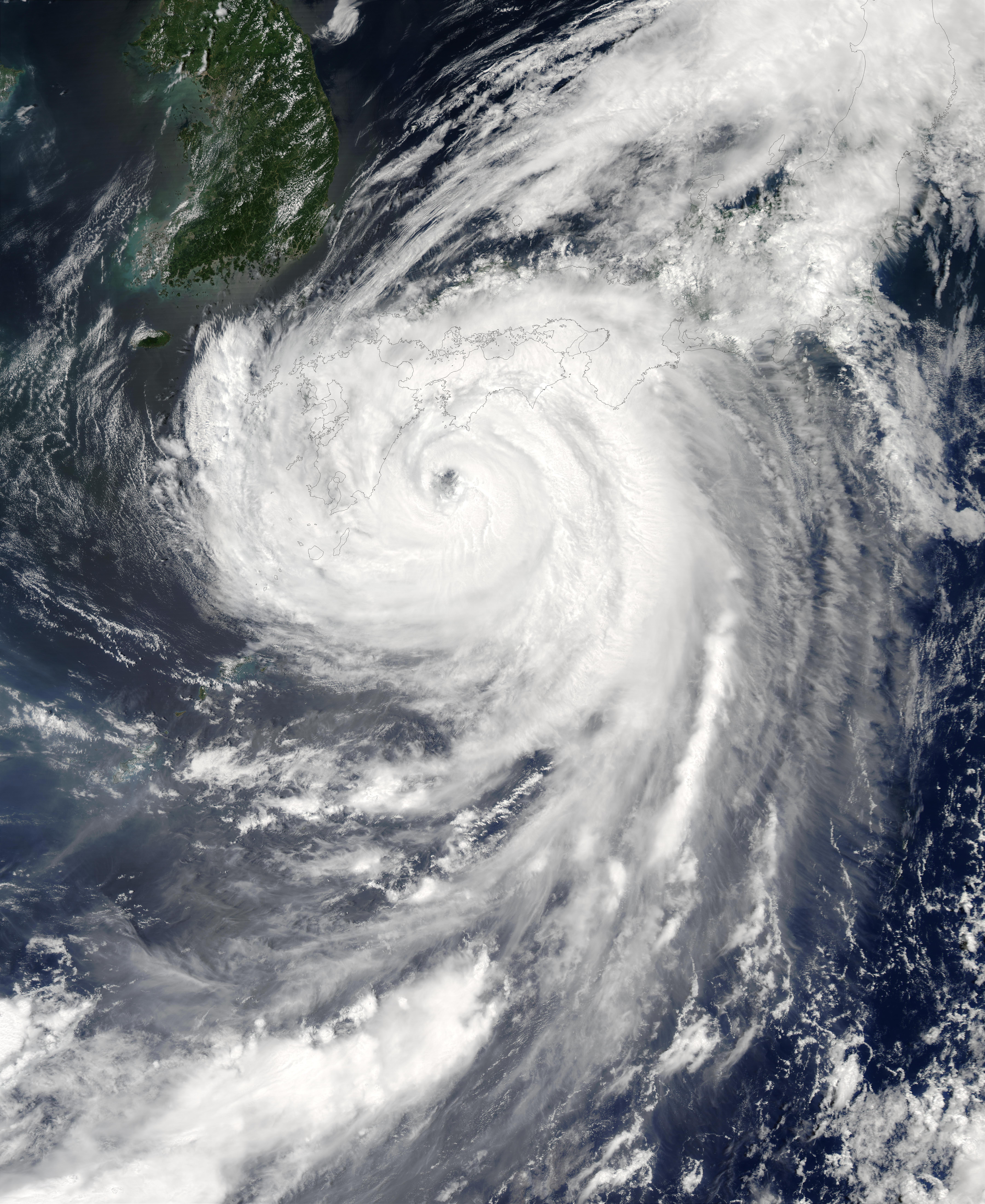 Tifón Etau (11W) encima del Japón