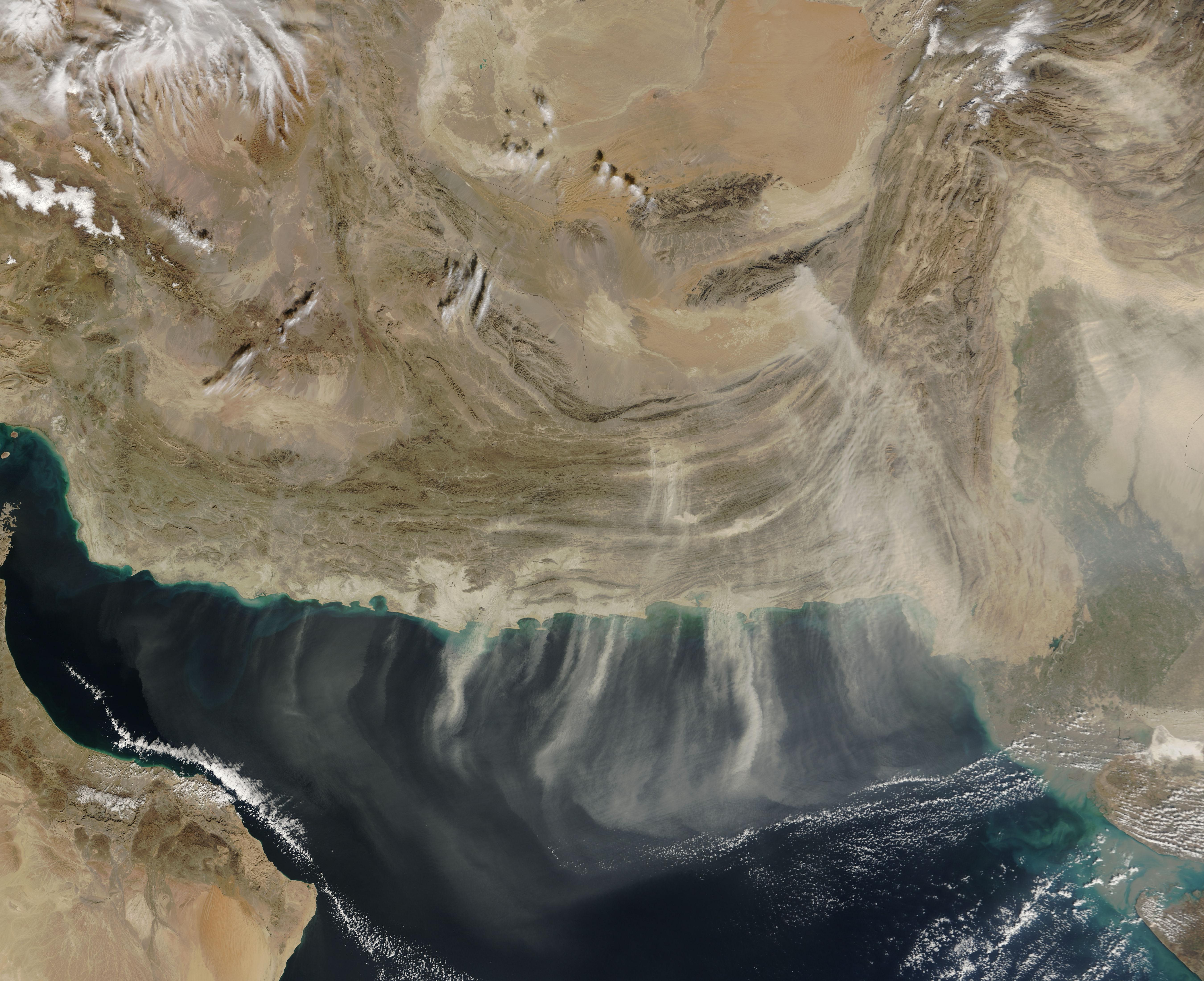 Tormenta de polvareda a través de Pakistán