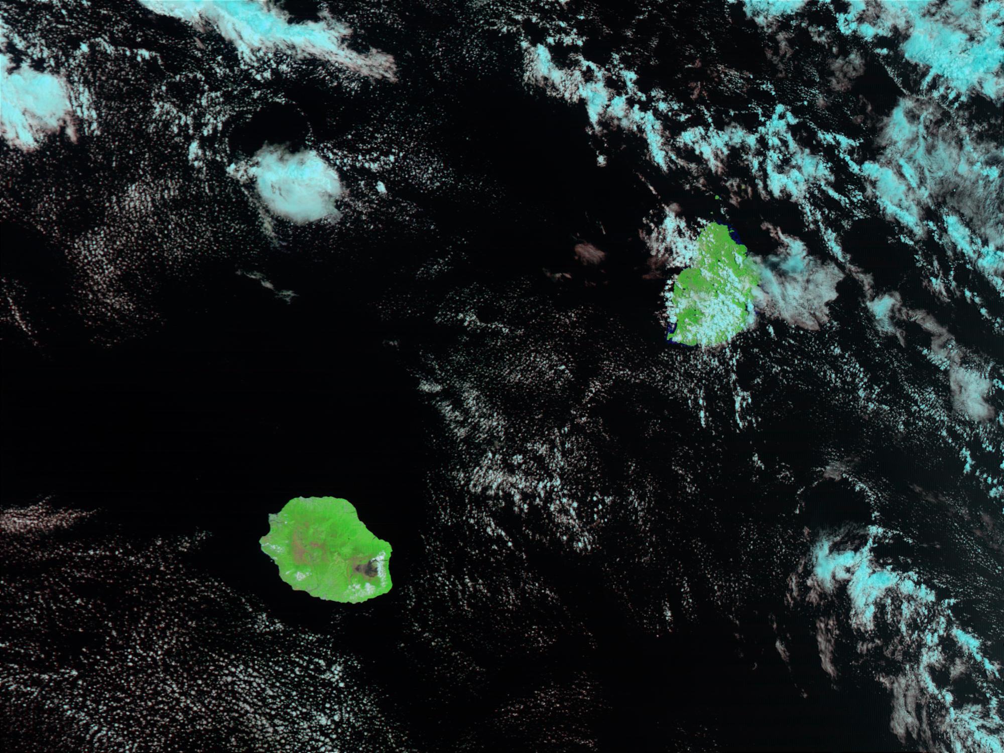 Volcán erupciona en Isla de Reunión