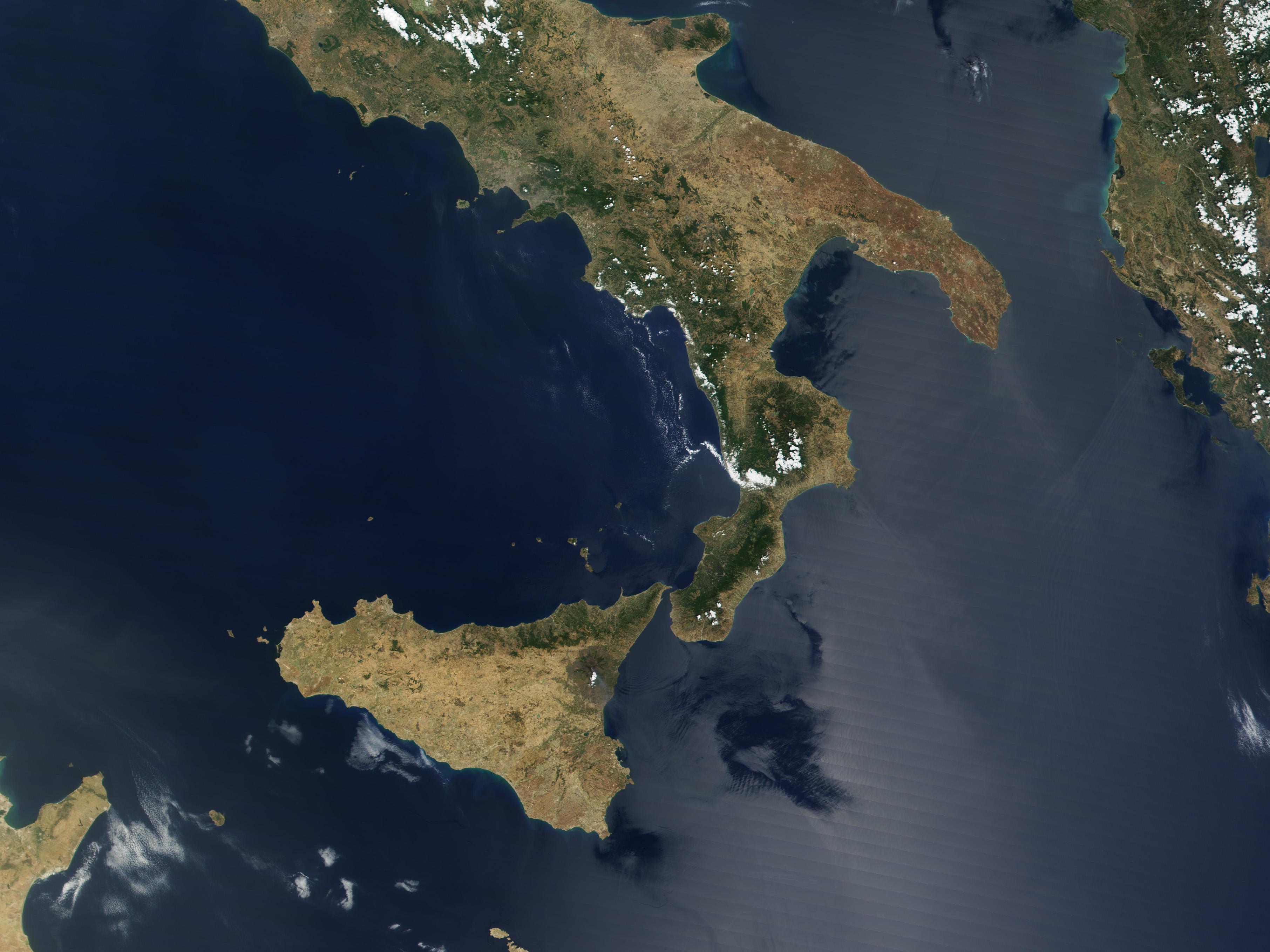 Zoom into Mount Etna