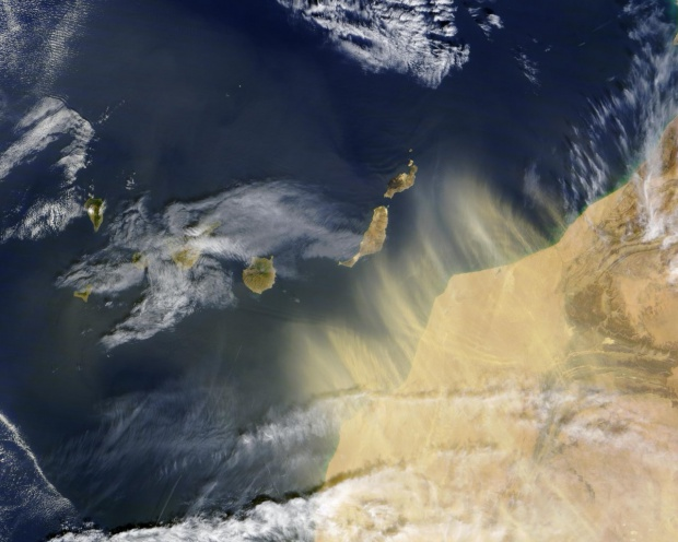 Morocco dust over Canary Islands 2004