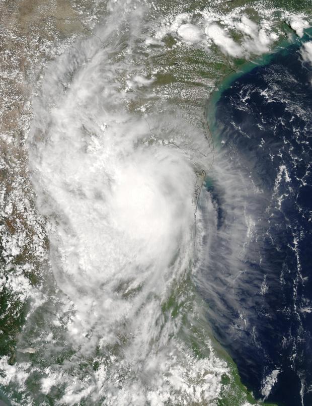Ciclón tropical Erika encima de México