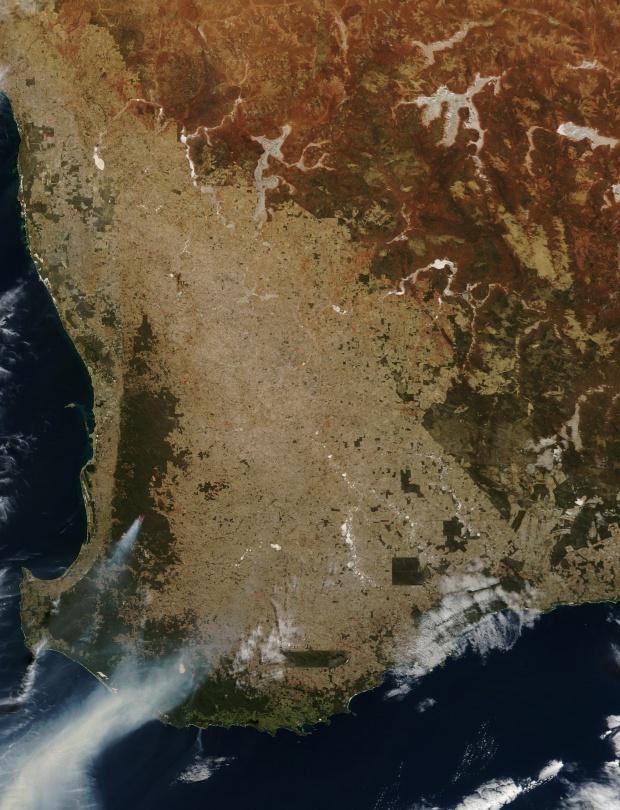 Smoke and fires in southwestern Australia