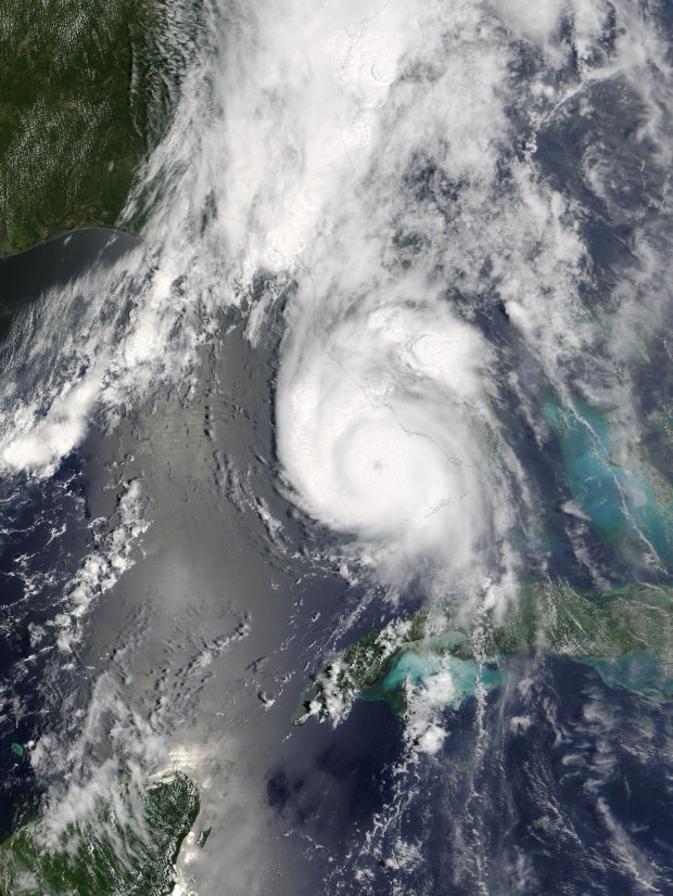 Huracán Charley (03L) cerca de la Florida