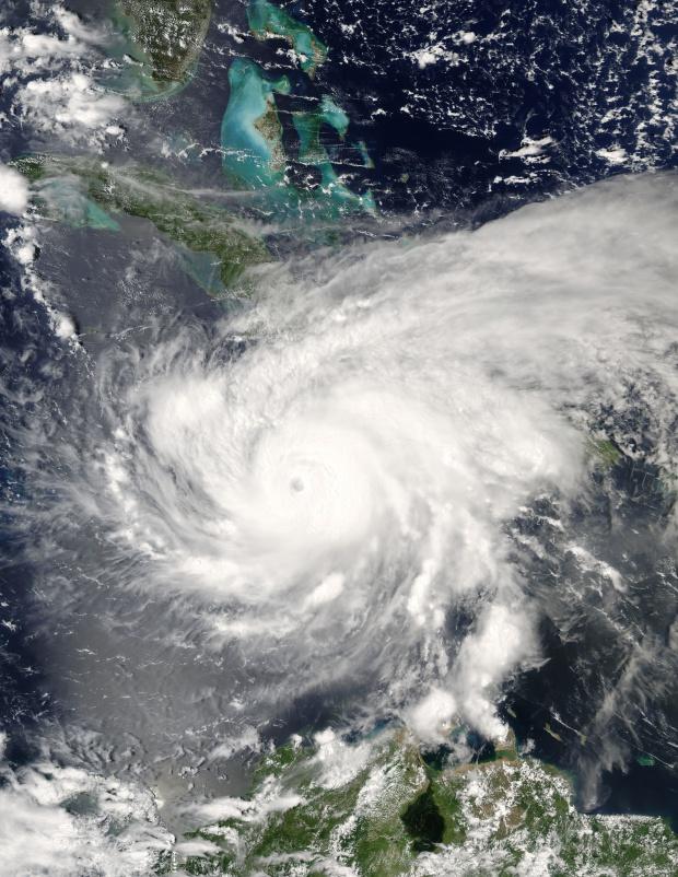 Huracán Ivan (09L) cerca de Jamaica (seguimiento satelital de la tarde)