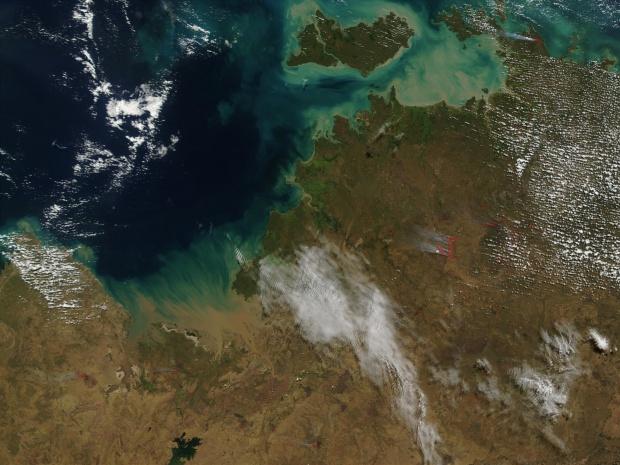 Incendio forestal cerca de Darwin, norte de Australia