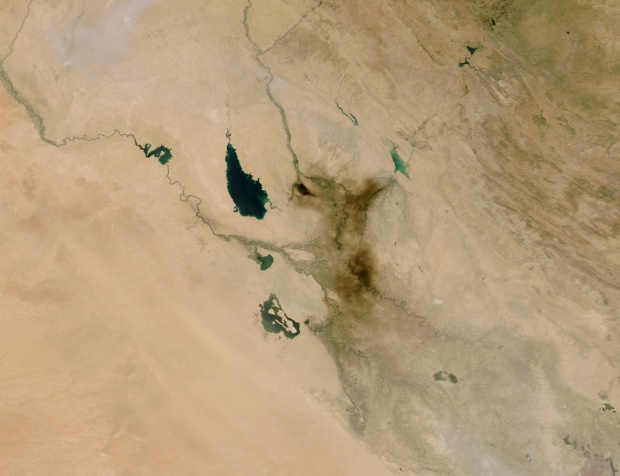 Smoke plume from oil fire near Baghdad, Iraq