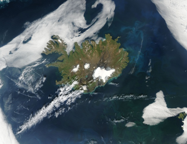 Phytoplankton blooms off Iceland