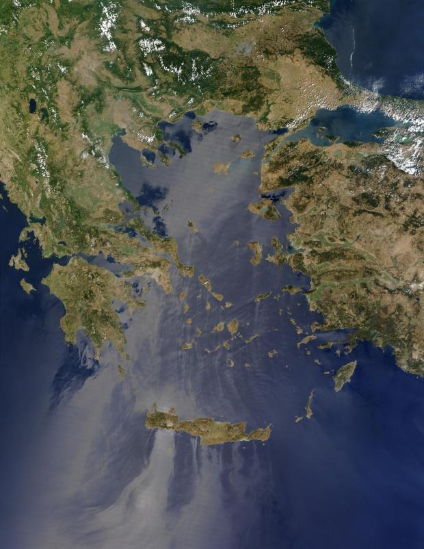 Reflexión solar encima del mar Egeo