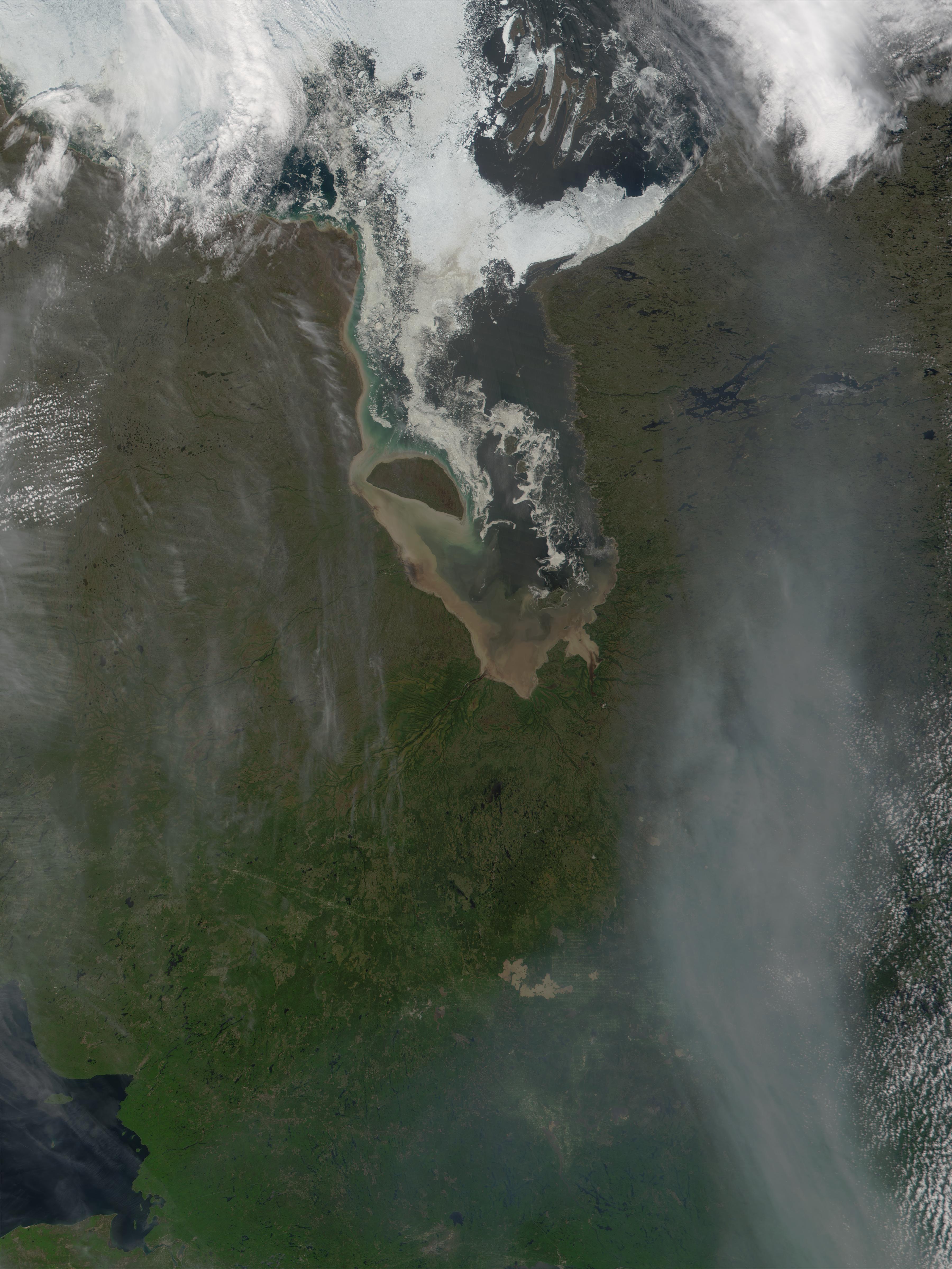 Bahía de James y humo de los incendios proveniente de Alberta, Canadá