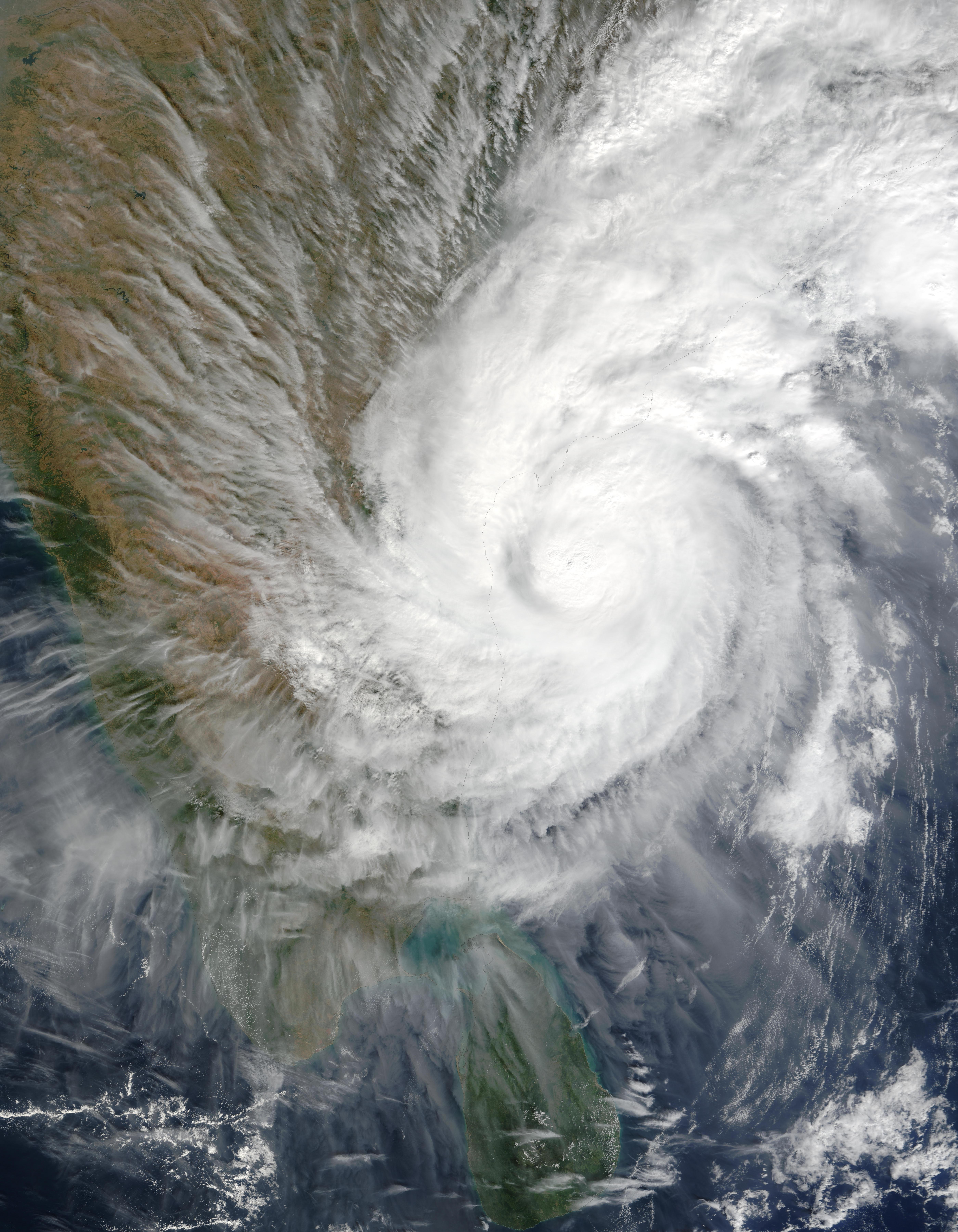 Ciclón tropical 03B encima de India