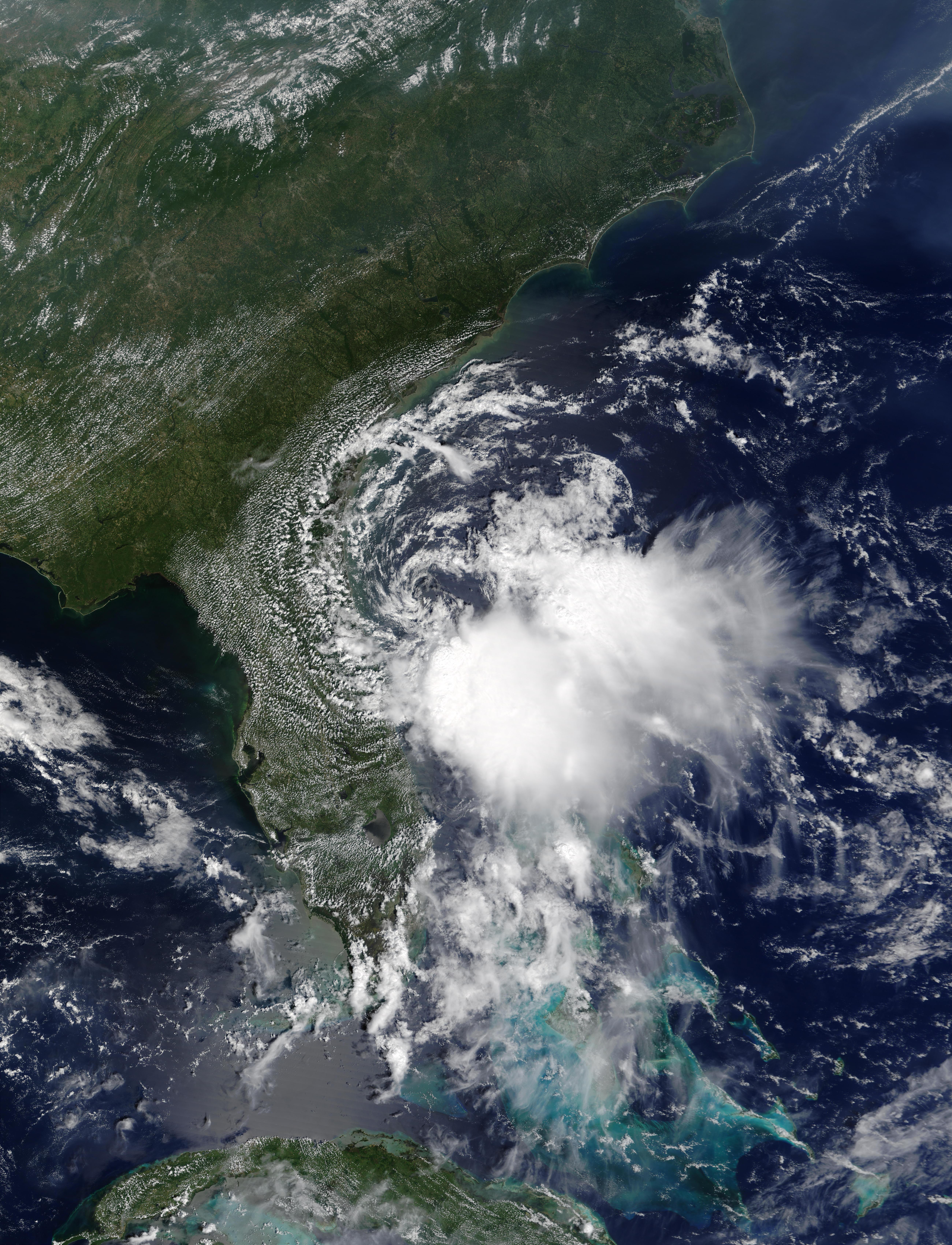 Ciclón tropical Edouard cerca de Florida