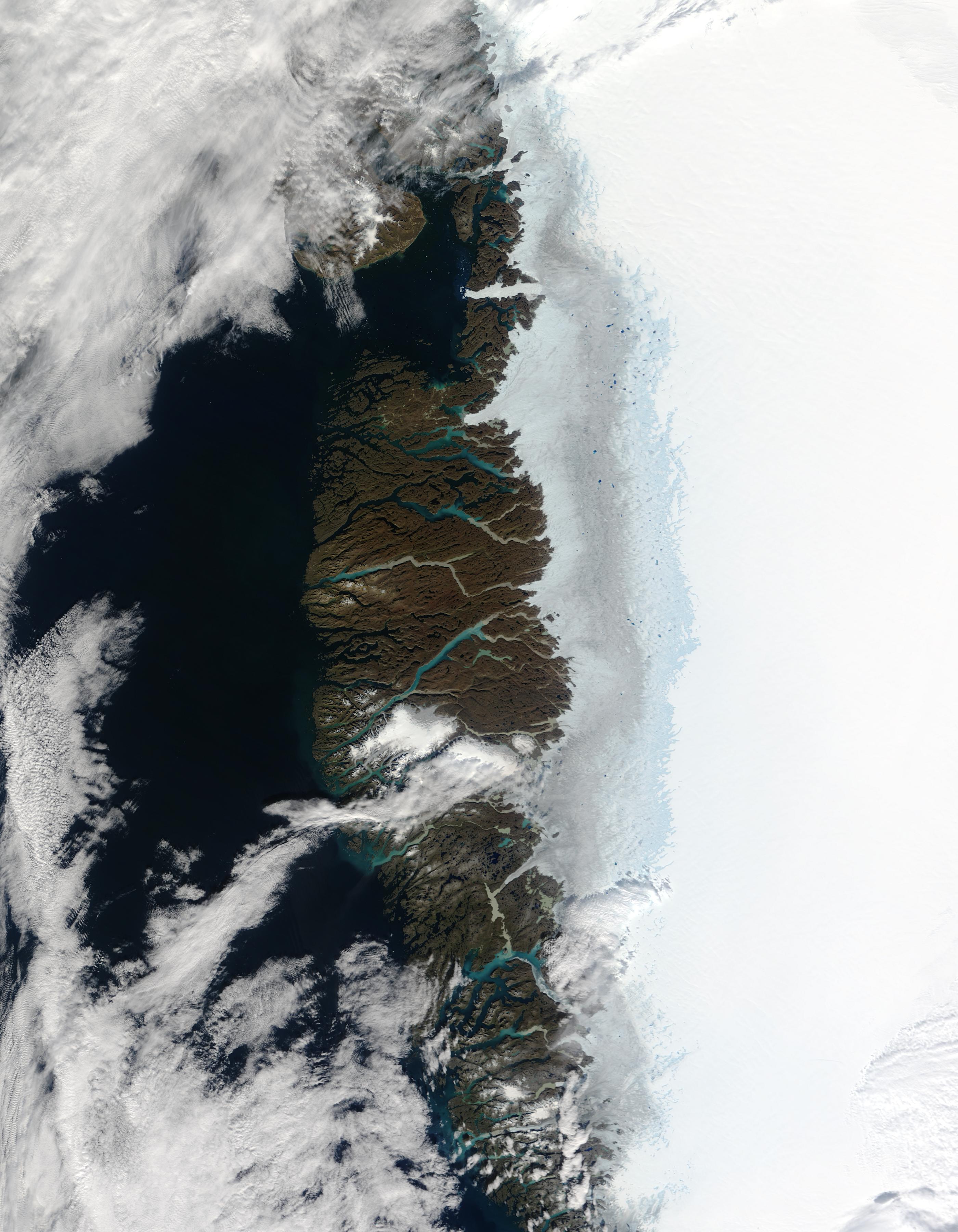 Estanques de agua del deshielo a lo largo de la costa oeste de Groenlandia