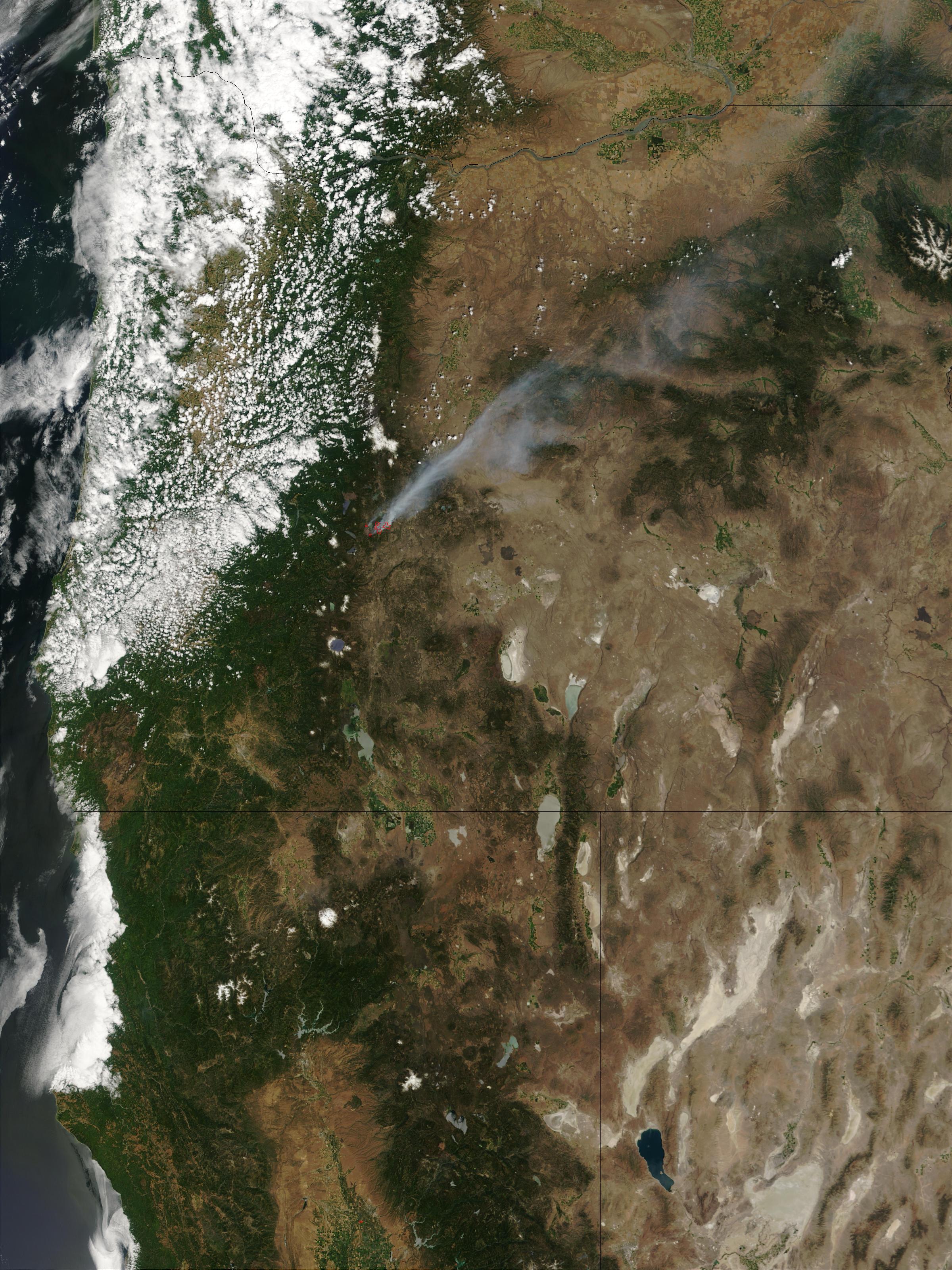 Fuego Davis, Oregón (seguimiento satelital de la mañana)