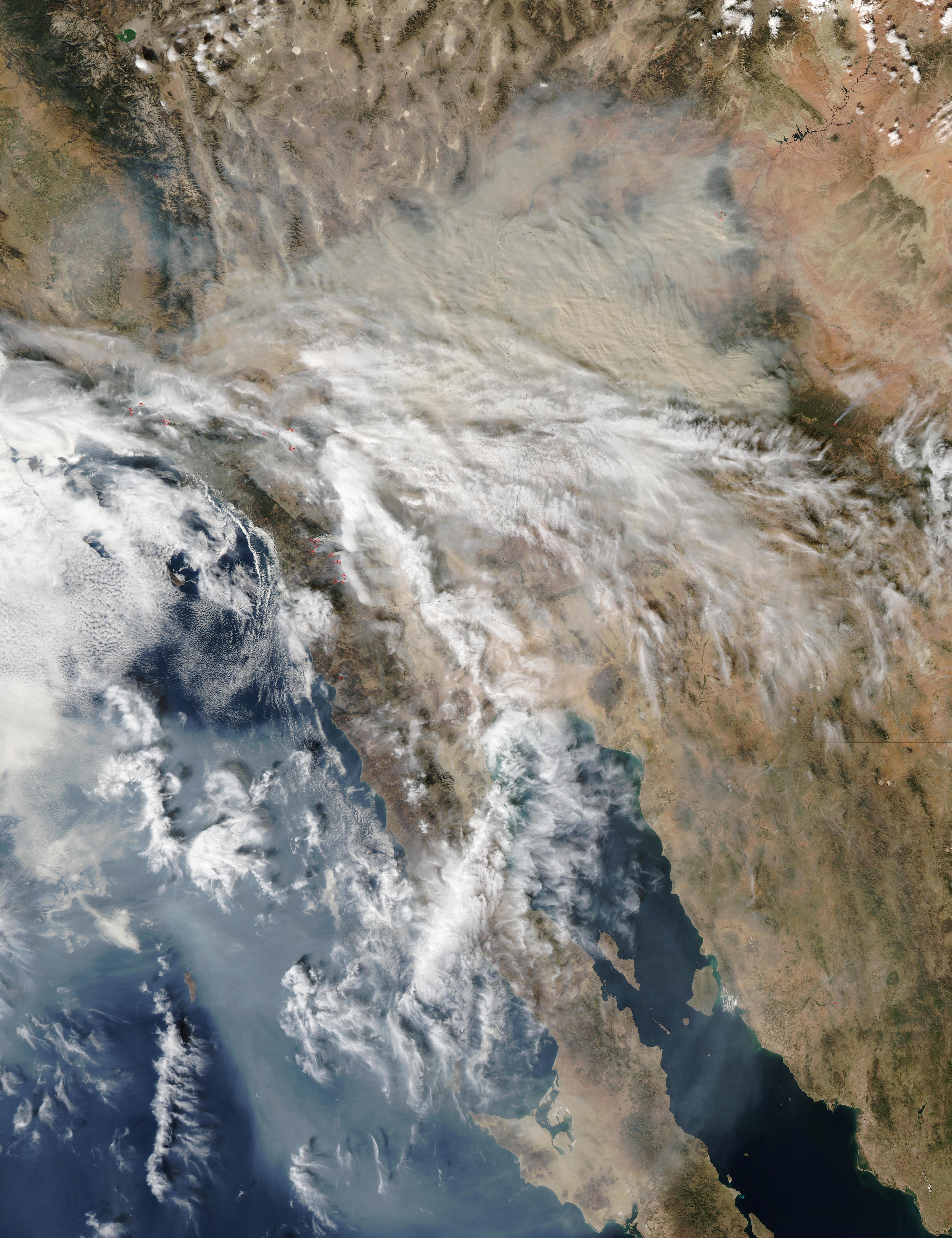 Humo de incendios de California a través de Estados Unidos suroccidental