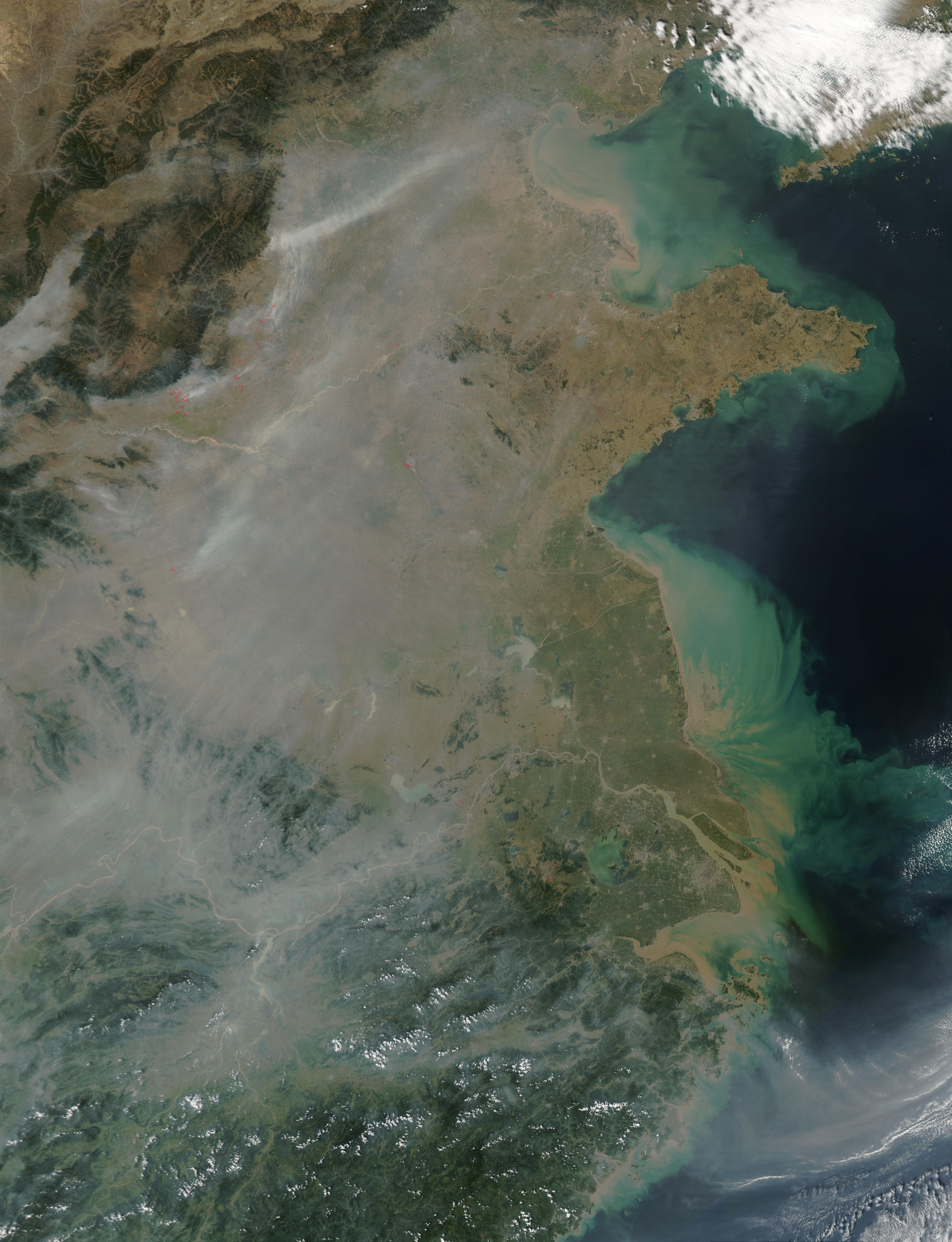 Smoke and pollution in Eastern China
