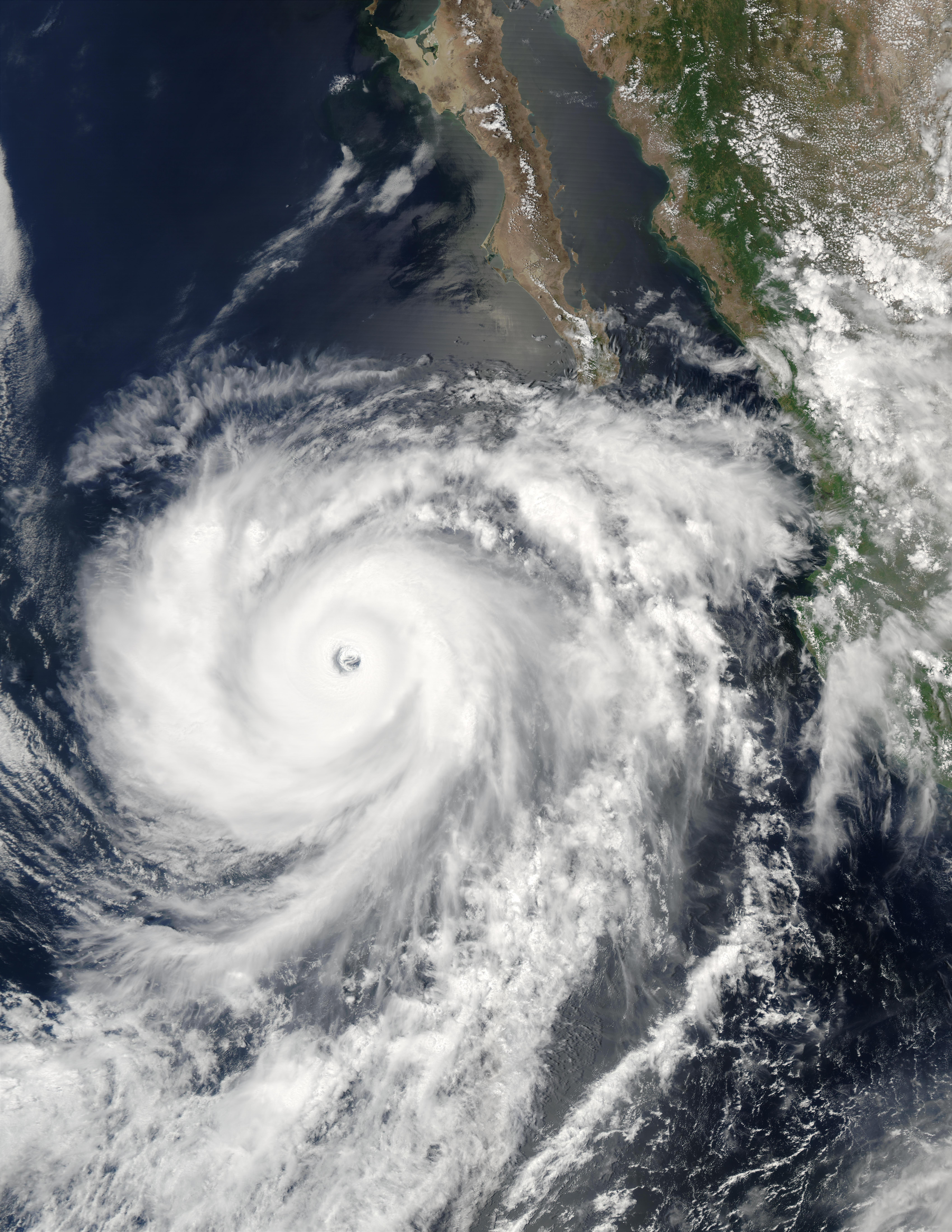 Huracán Hernan (10E) cerca de México