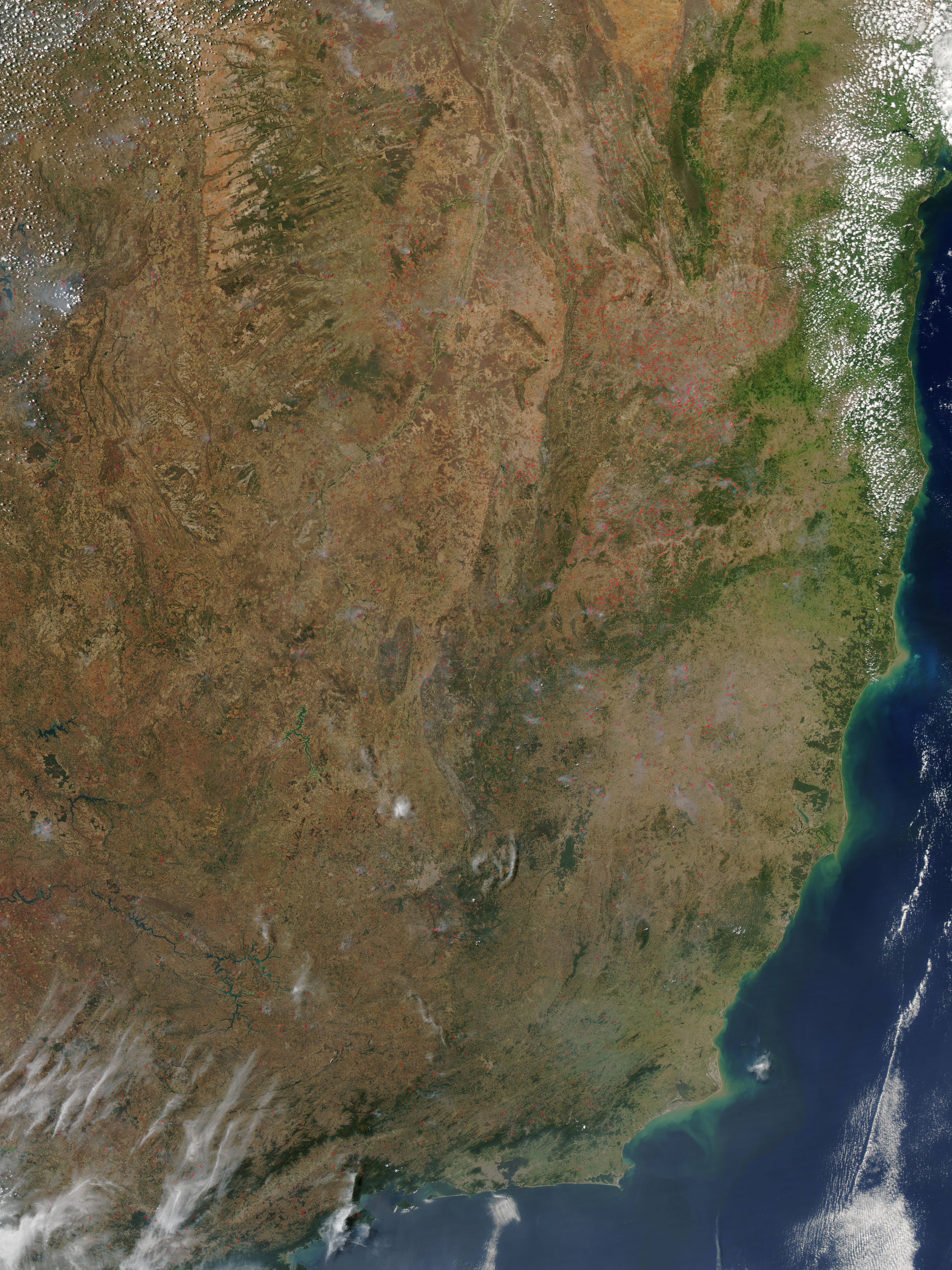 Incendios a través de Brasil oriental