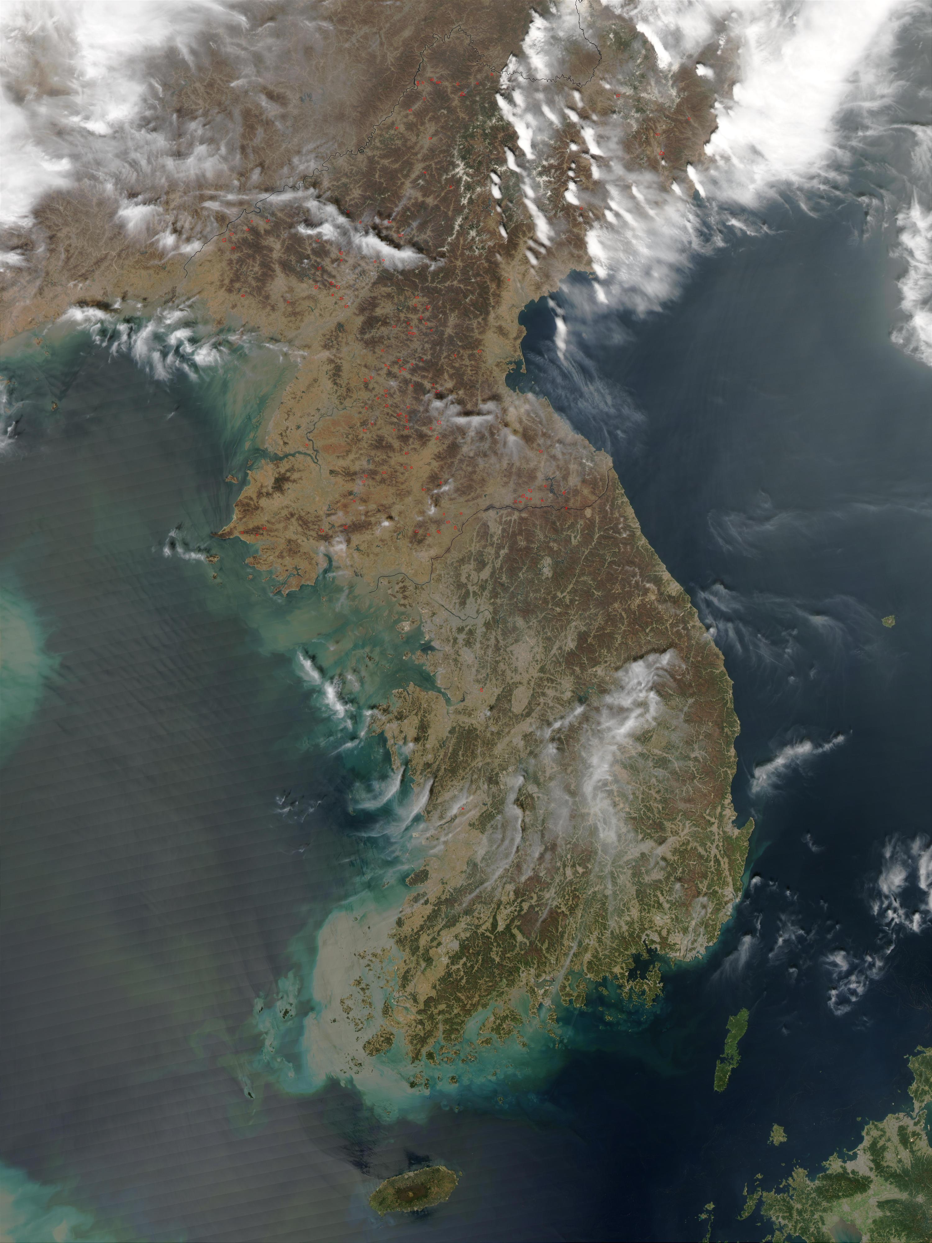Incendios a través de Corea del Norte