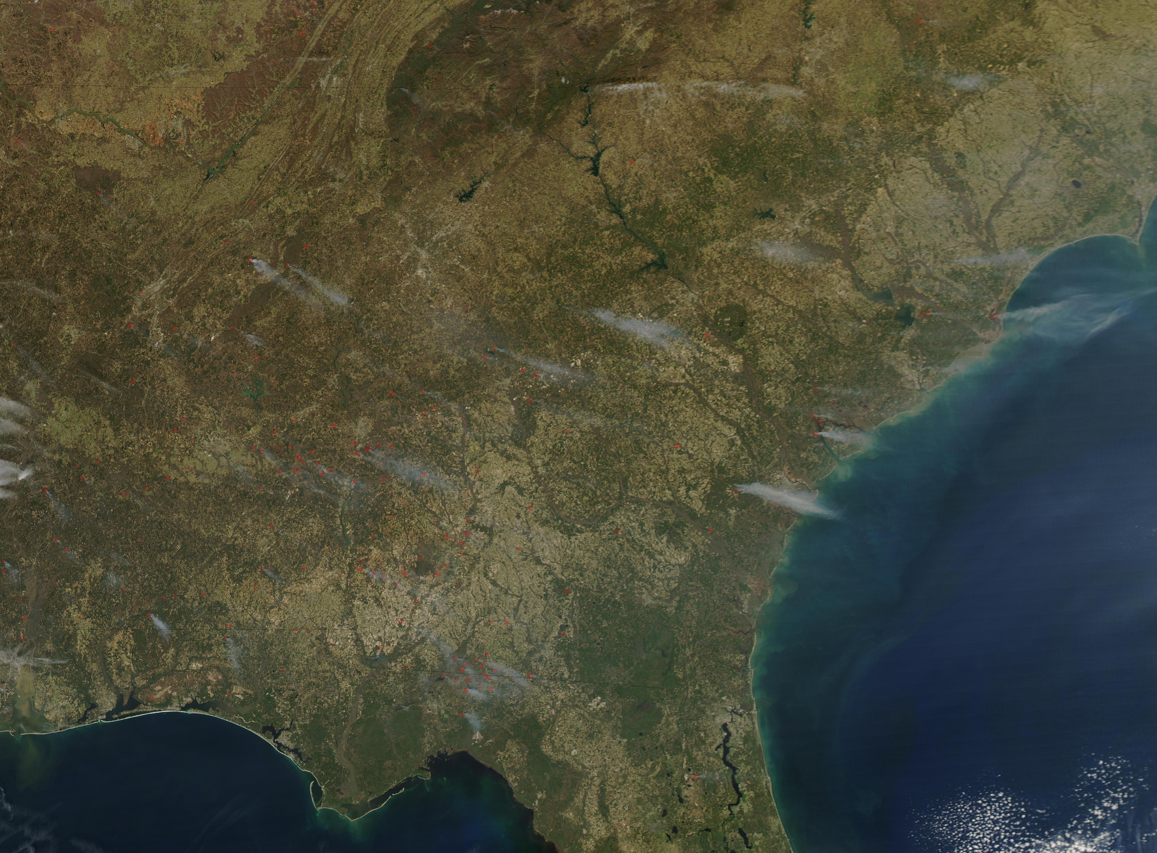 Incendios a través de Estados Unidos suroriental