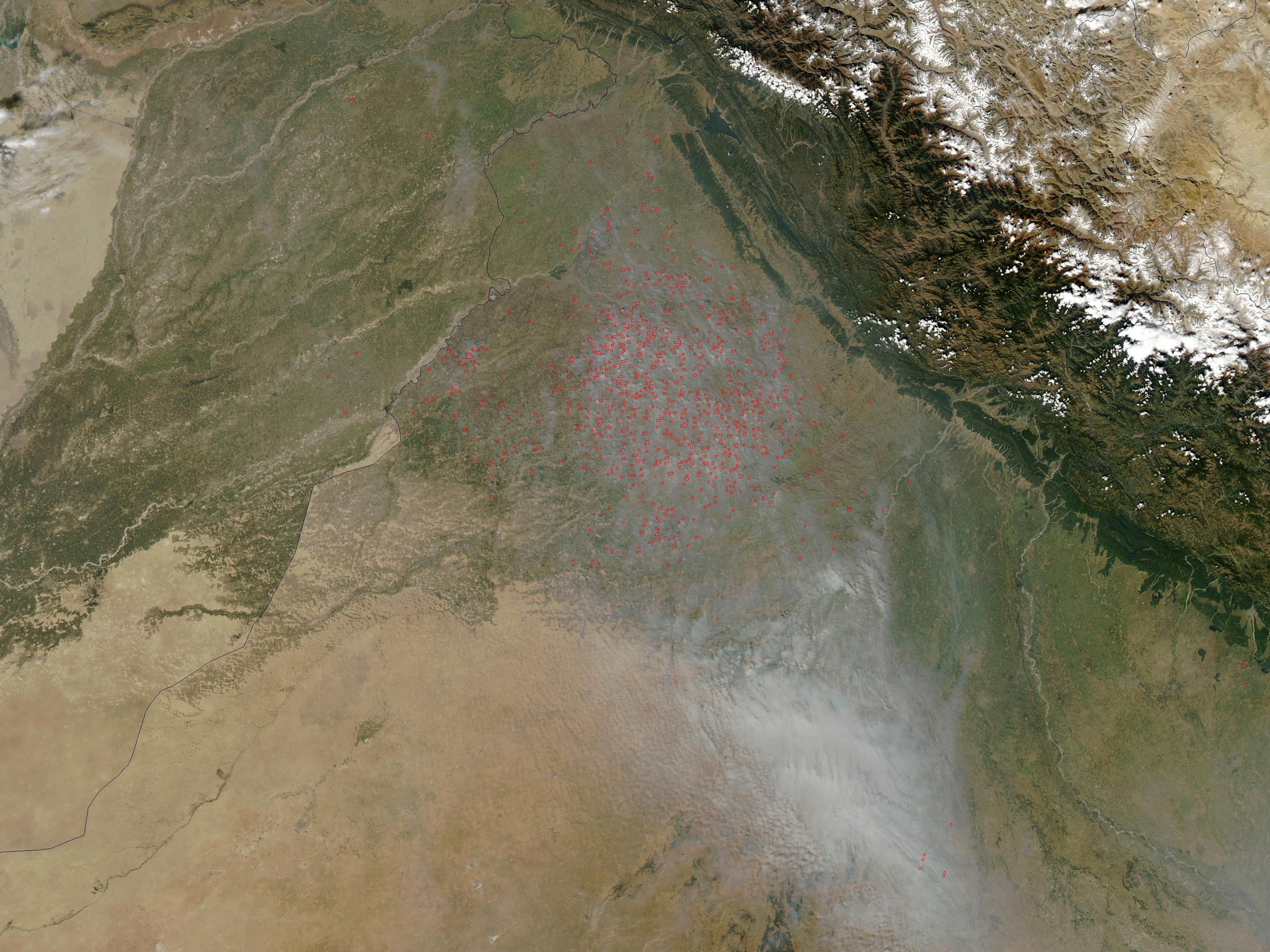 Incendios y humo en el noroeste de India