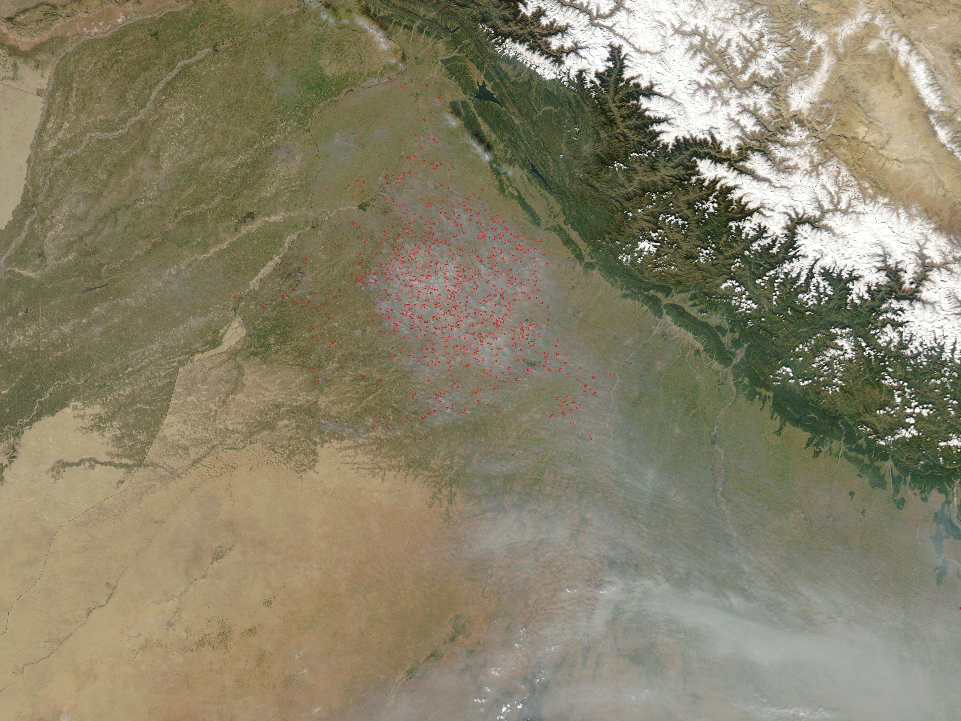 Intensos incendios de carácter agrícola y humo en el noroeste de India