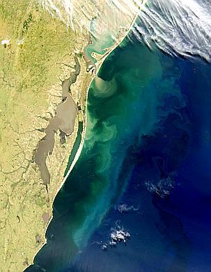 Lagunas turbias en el sur de Brasil