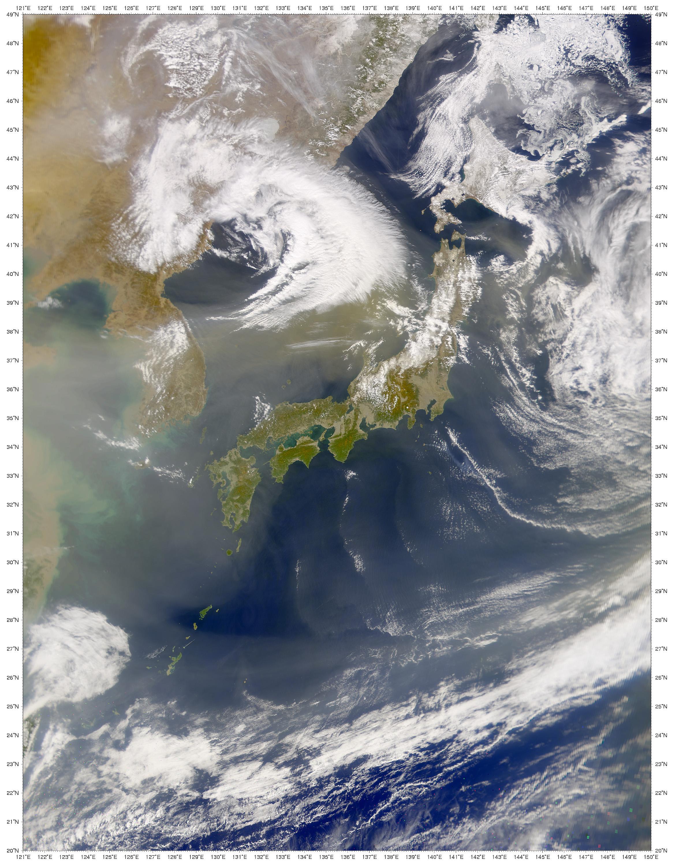 Nubes de polverada encima del Mar del Japón